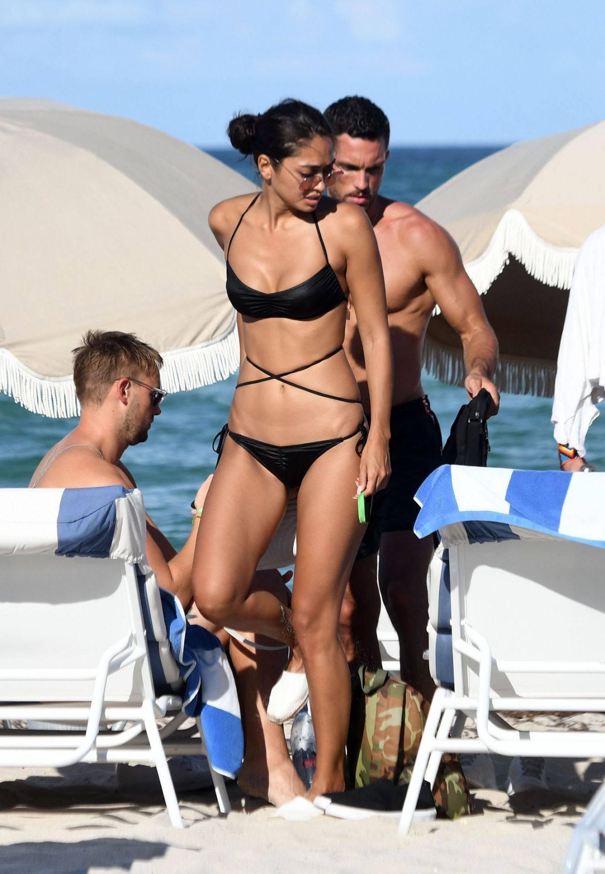 Ambra Gutierrez – Beautiful Body In Small Bikini At The Beach In Miami Beach 0011