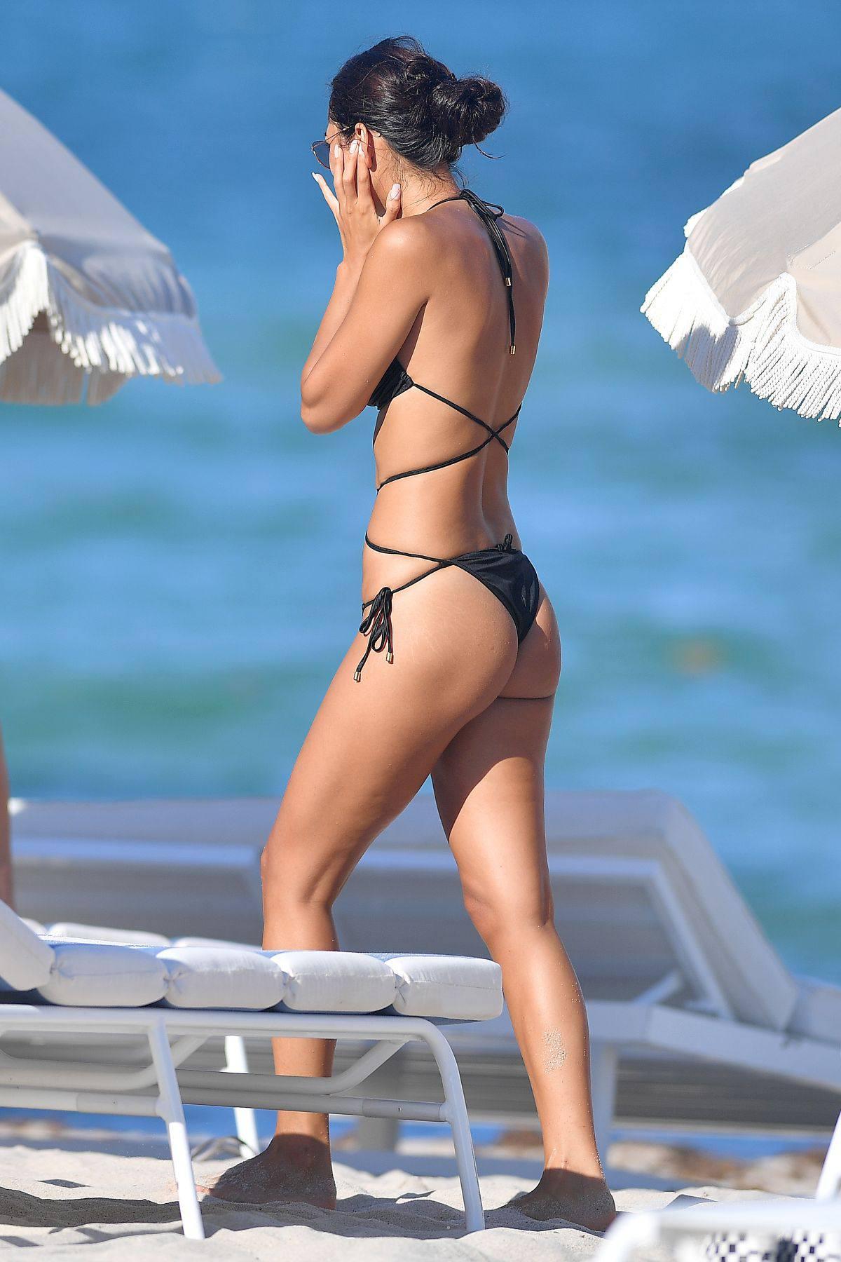 Ambra Gutierrez – Beautiful Body In Small Bikini At The Beach In Miami Beach 0017