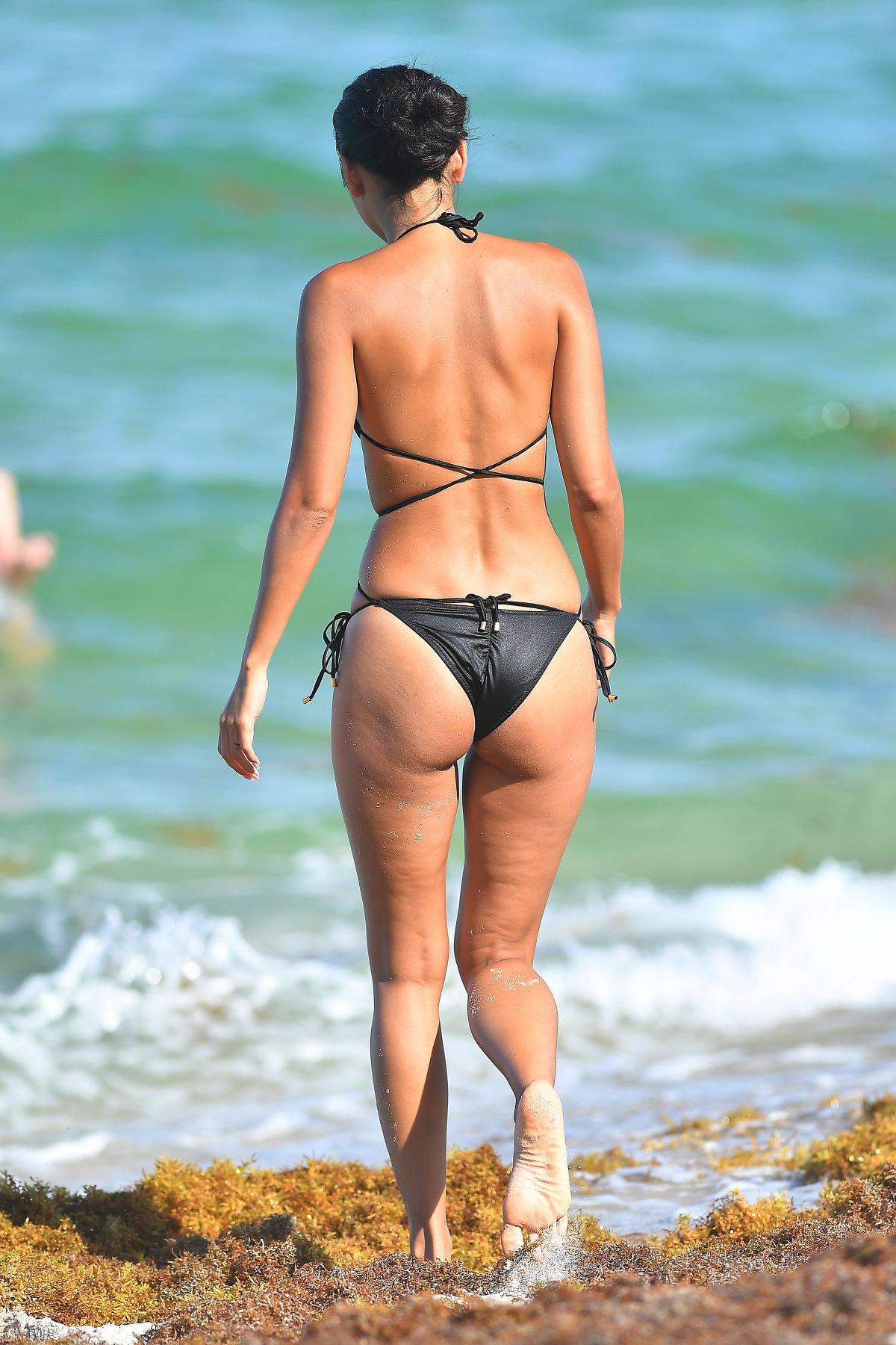 Ambra Gutierrez – Beautiful Body In Small Bikini At The Beach In Miami Beach 0021