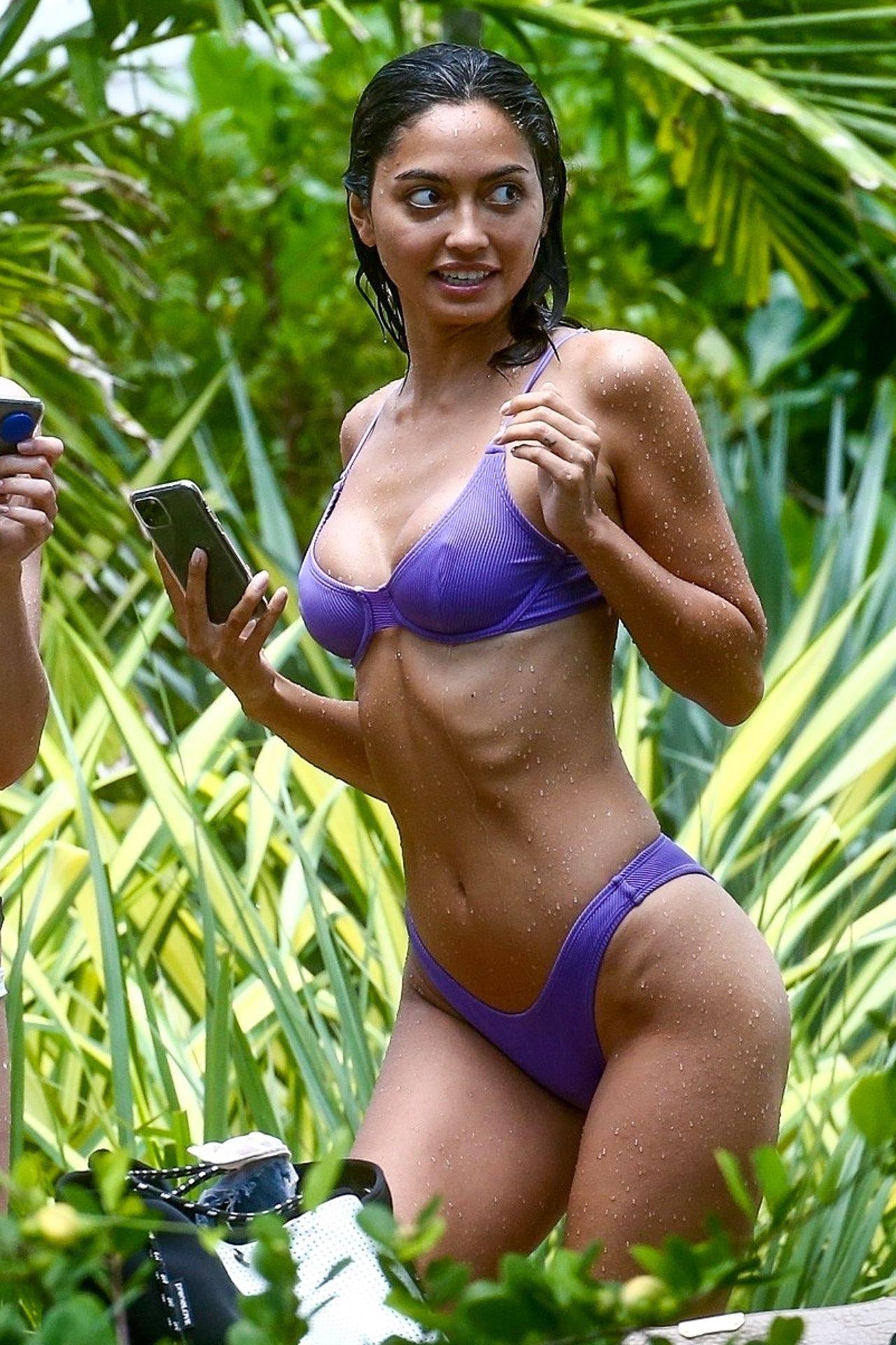 Ambra Gutierrez – Hot Body In Small Bikini On Beach In Miami Beach 0001