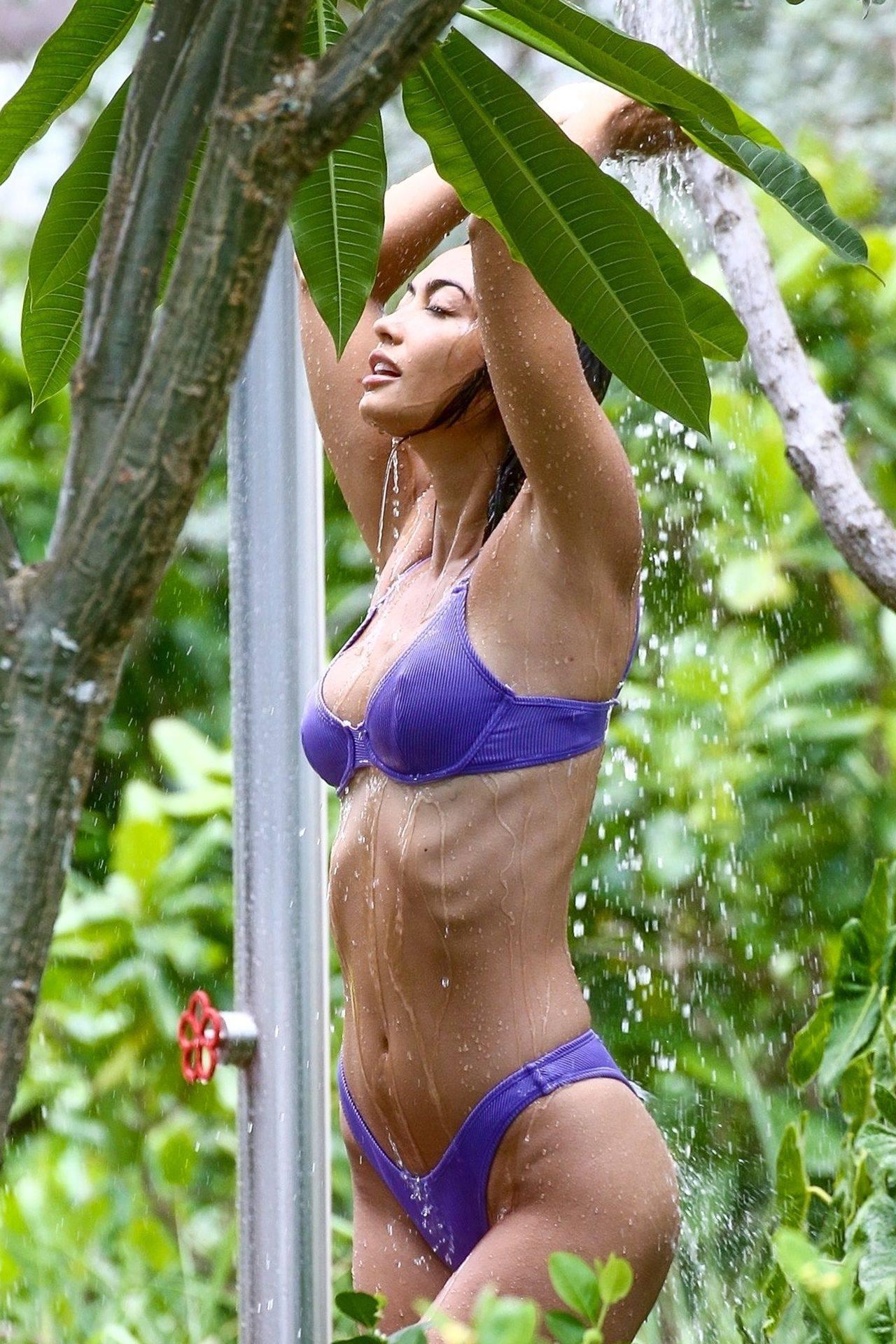 Ambra Gutierrez – Hot Body In Small Bikini On Beach In Miami Beach 0003