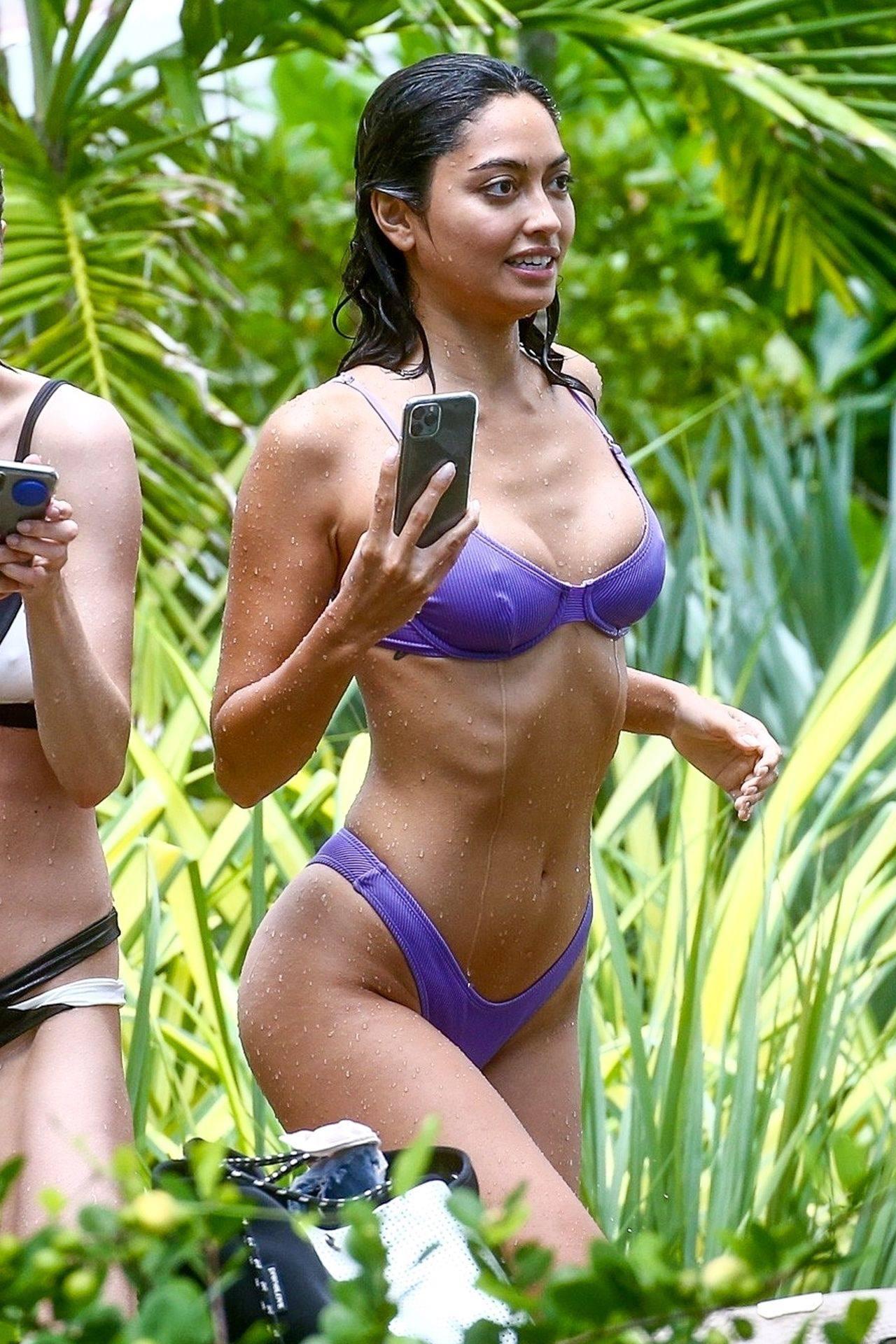 Ambra Gutierrez – Hot Body In Small Bikini On Beach In Miami Beach 0009