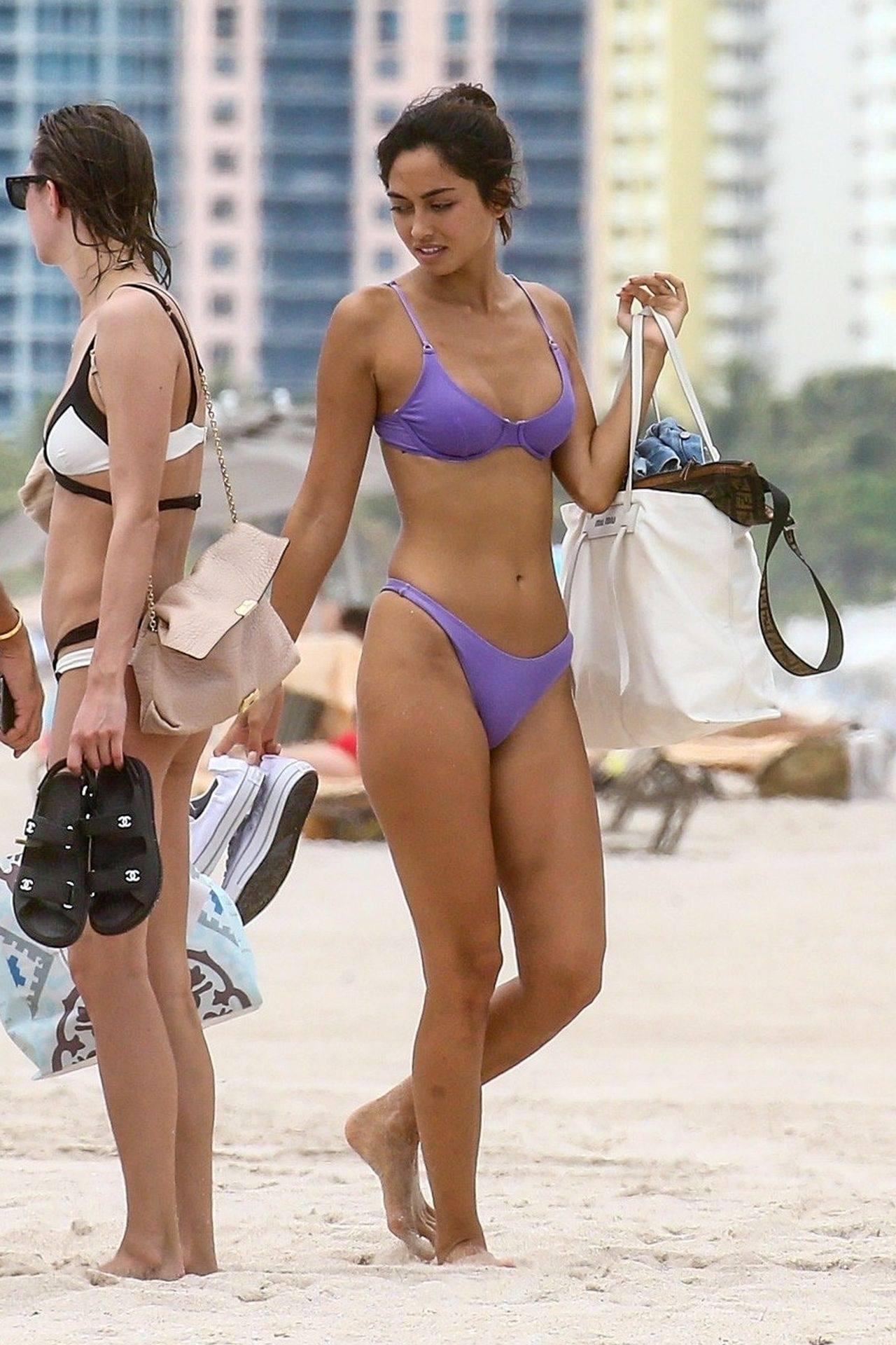 Ambra Gutierrez – Hot Body In Small Bikini On Beach In Miami Beach 0022