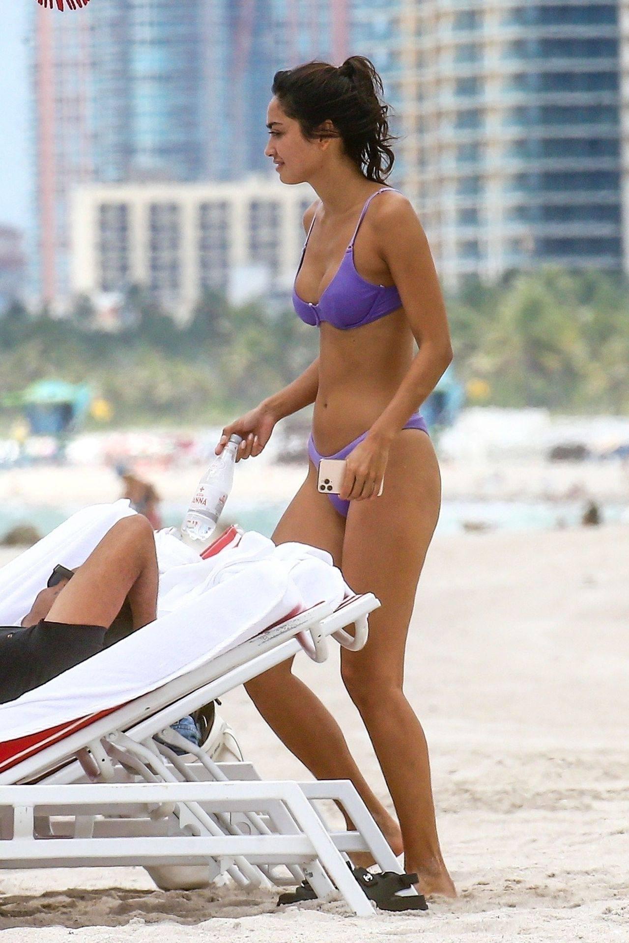 Ambra Gutierrez – Hot Body In Small Bikini On Beach In Miami Beach 0023