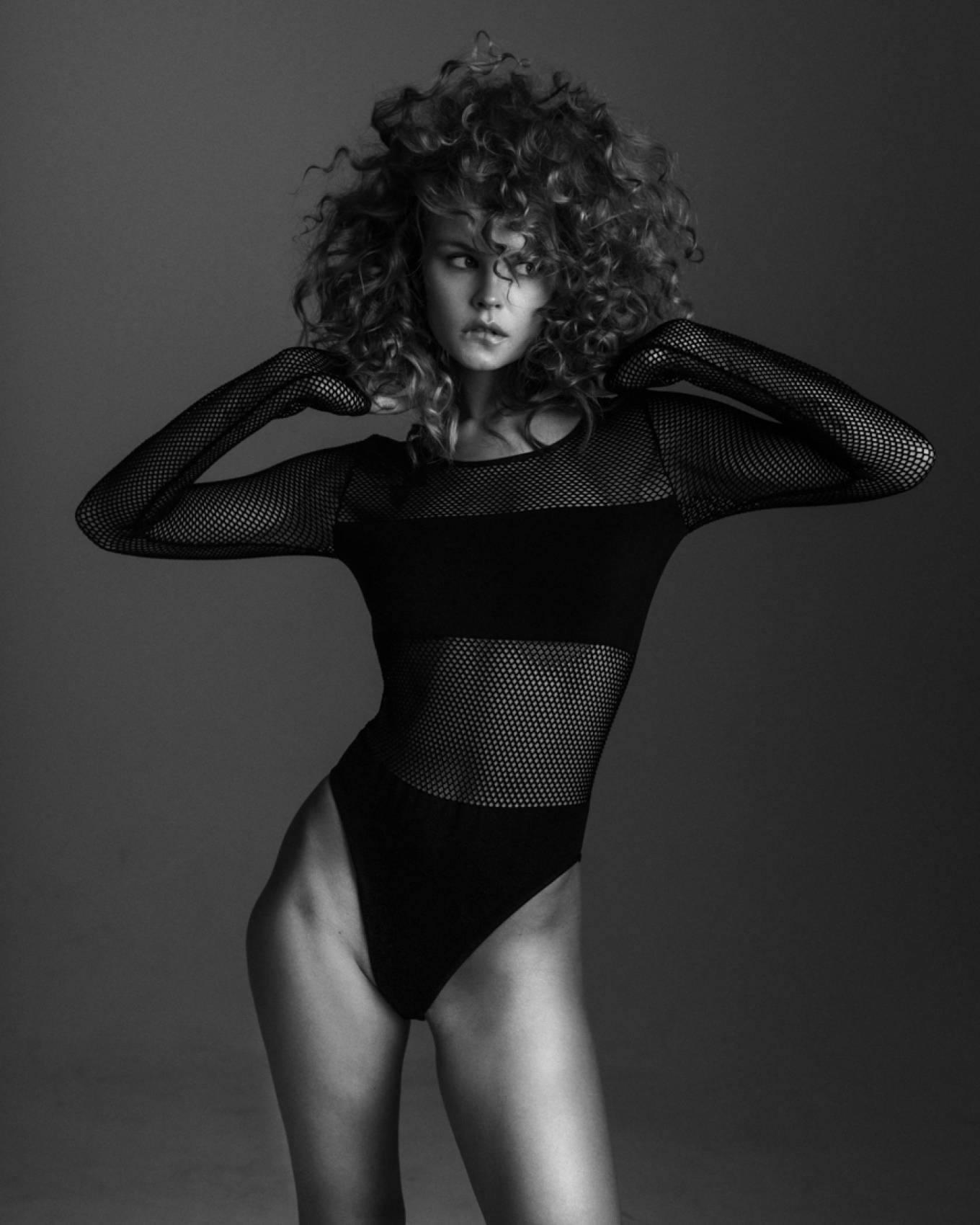 Anastasiya Scheglova – Sexy Body In Beautiful Photoshoot By Tonya Kochneva 0002