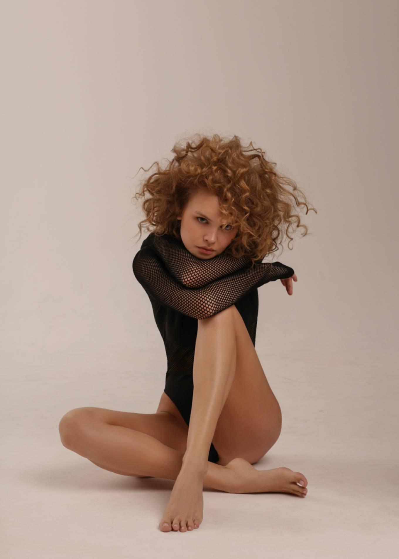 Anastasiya Scheglova – Sexy Body In Beautiful Photoshoot By Tonya Kochneva 0007