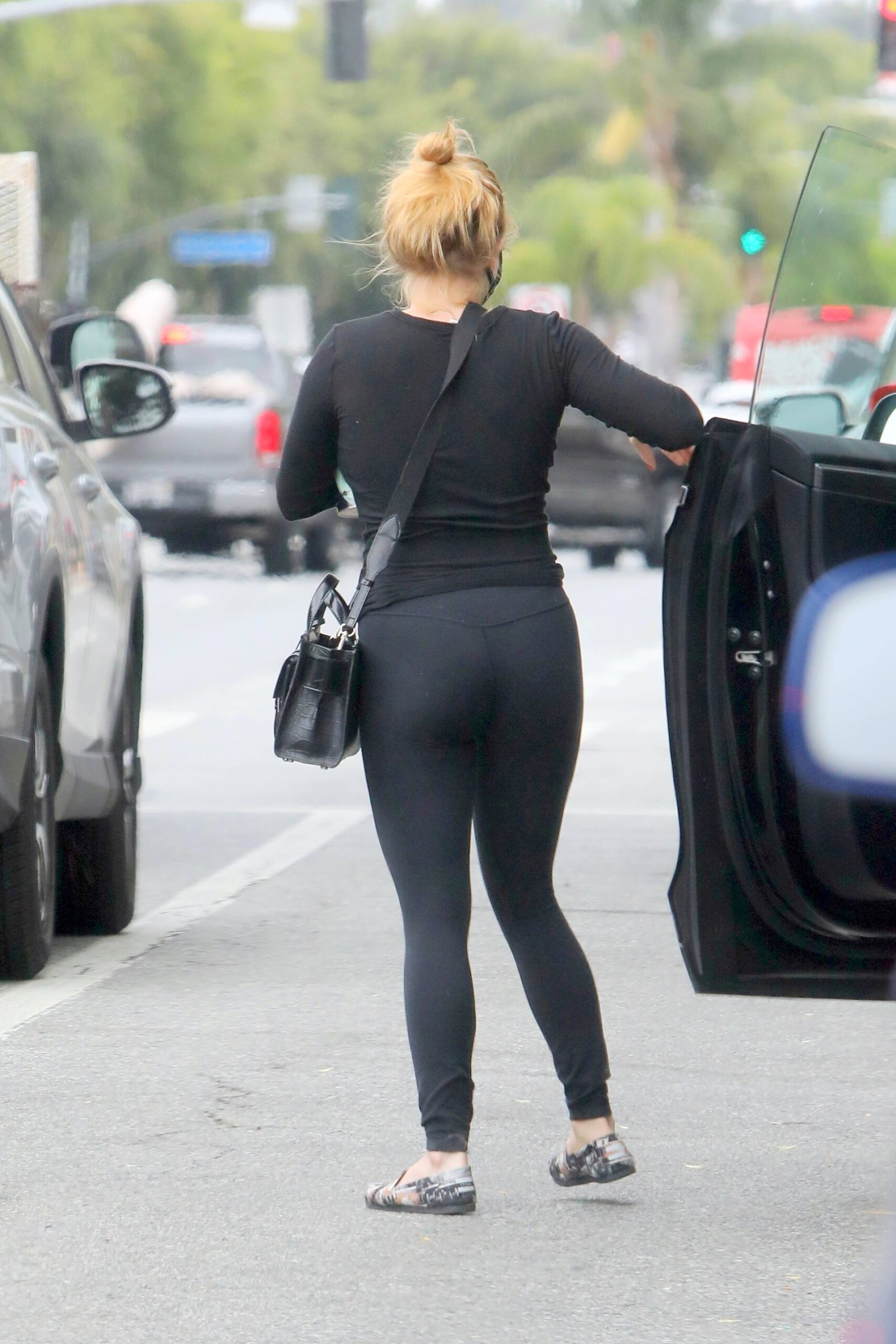 Ariel Winter – Hot Body In Black Leggings Out In West Hollywood 0004