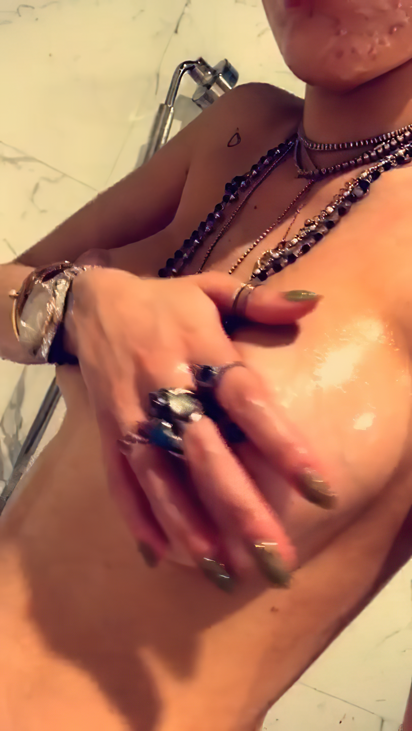 Bella Thorne Nude Leaked The Fappening 0002
