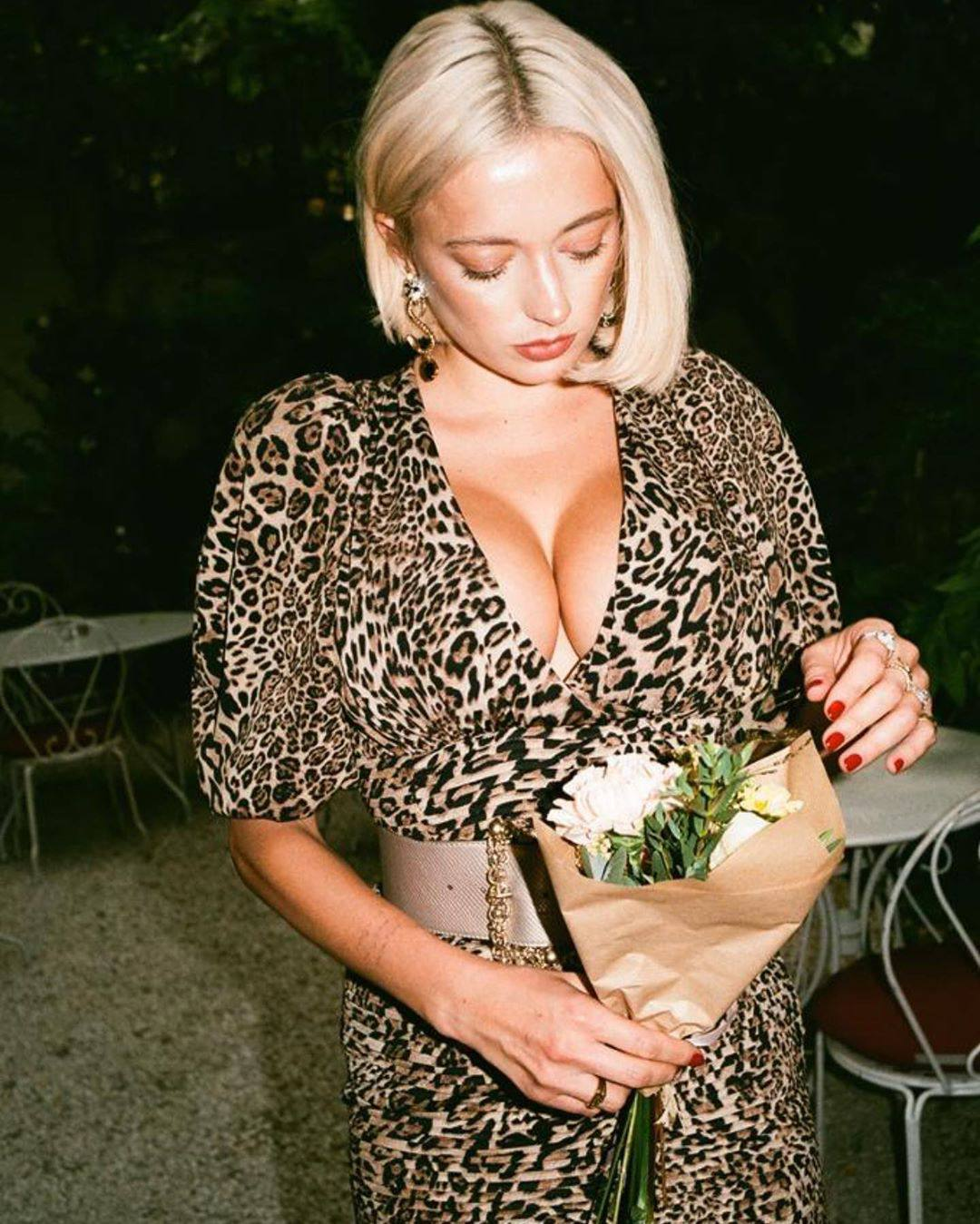 Caroline Vreeland – Sexy Big Boobs In Big Cleavage 0002