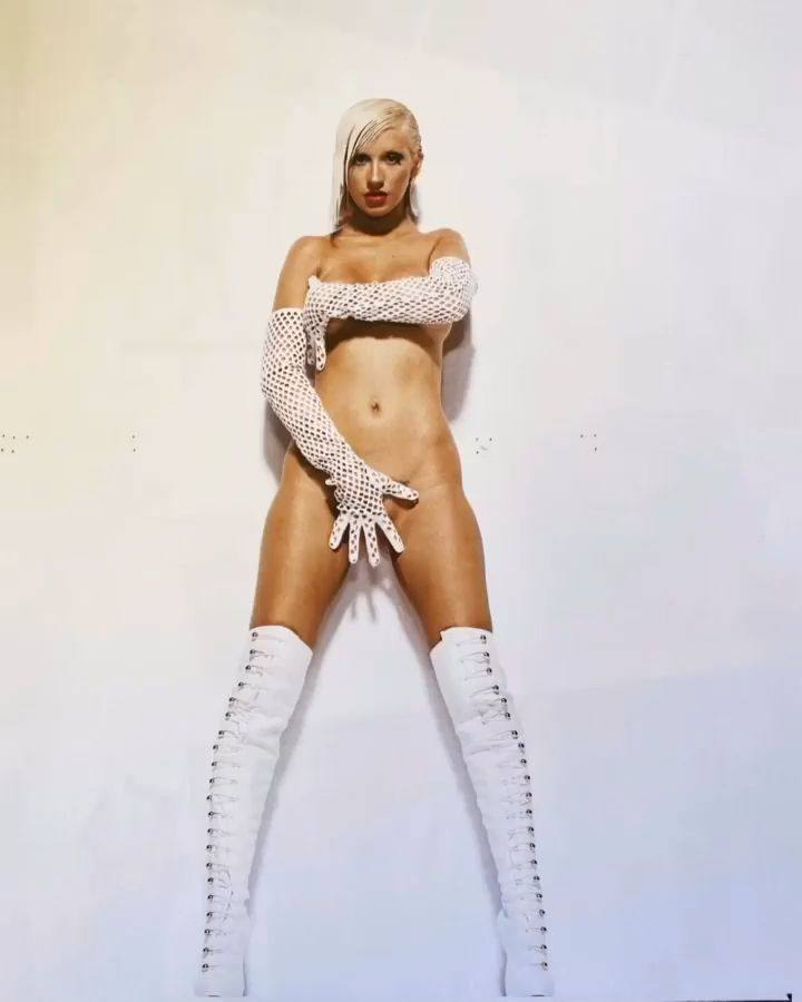 Christina Aguilera – Sexy Boobs In Naked Photoshoot Outtakes From Bionic Album Photoshoot 0003