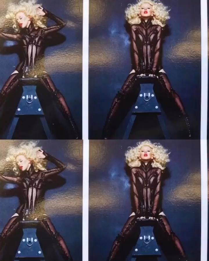 Christina Aguilera – Sexy Boobs In Naked Photoshoot Outtakes From Bionic Album Photoshoot 0008
