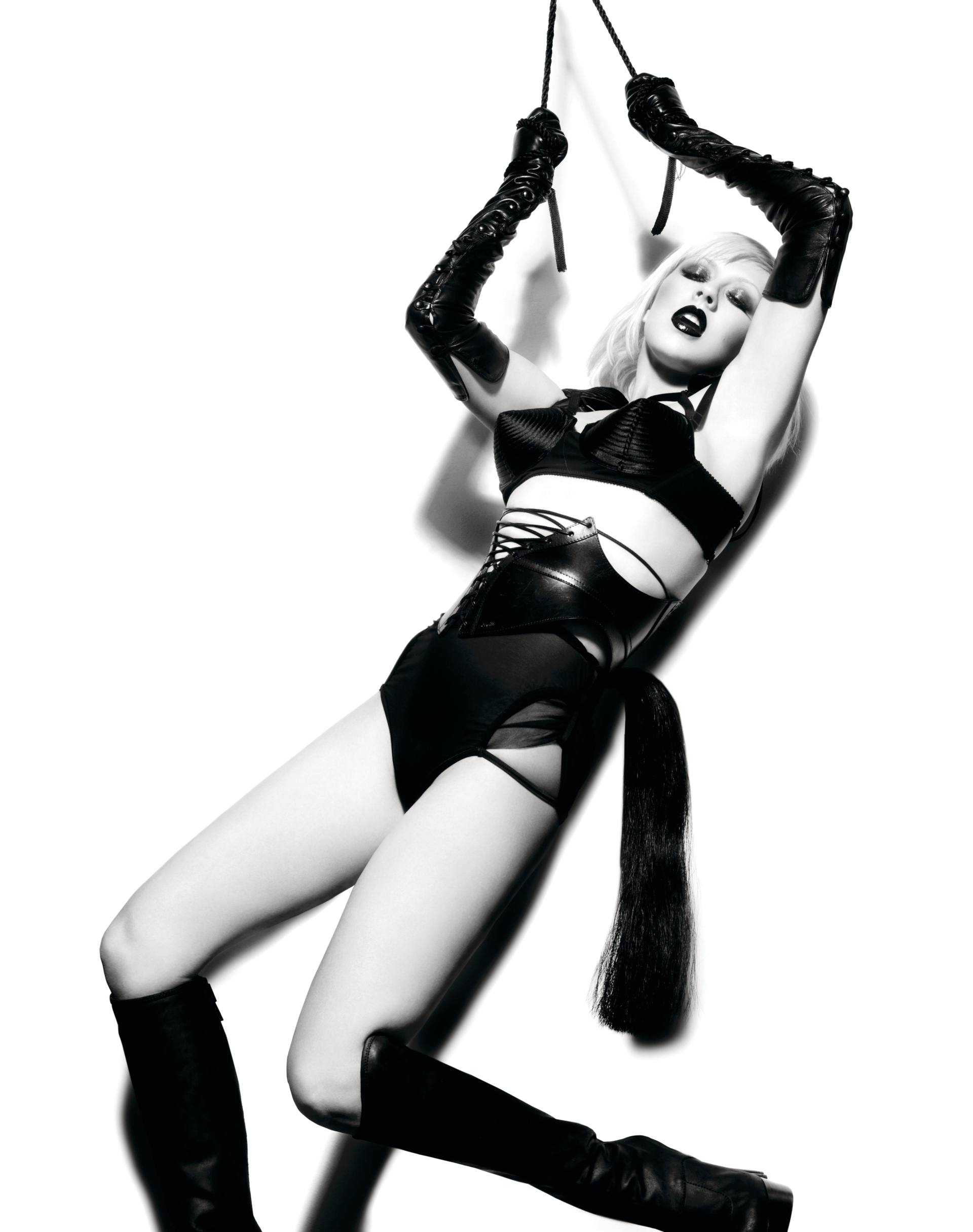 Christina Aguilera – Sexy Boobs In Naked Photoshoot Outtakes From Bionic Album Photoshoot 0019