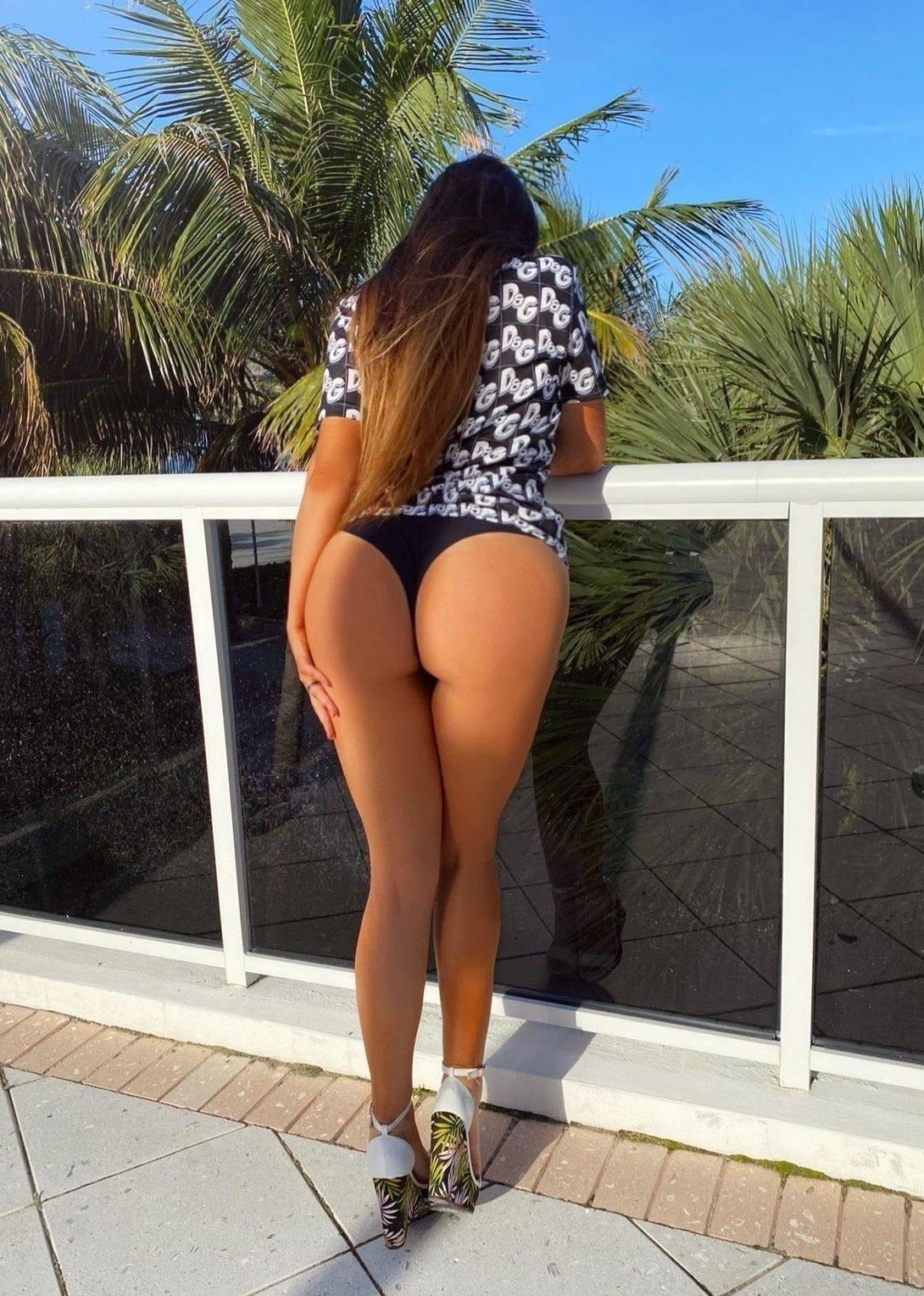 Claudia Romani – Sexy Body In Tiny Black Bikini 0006