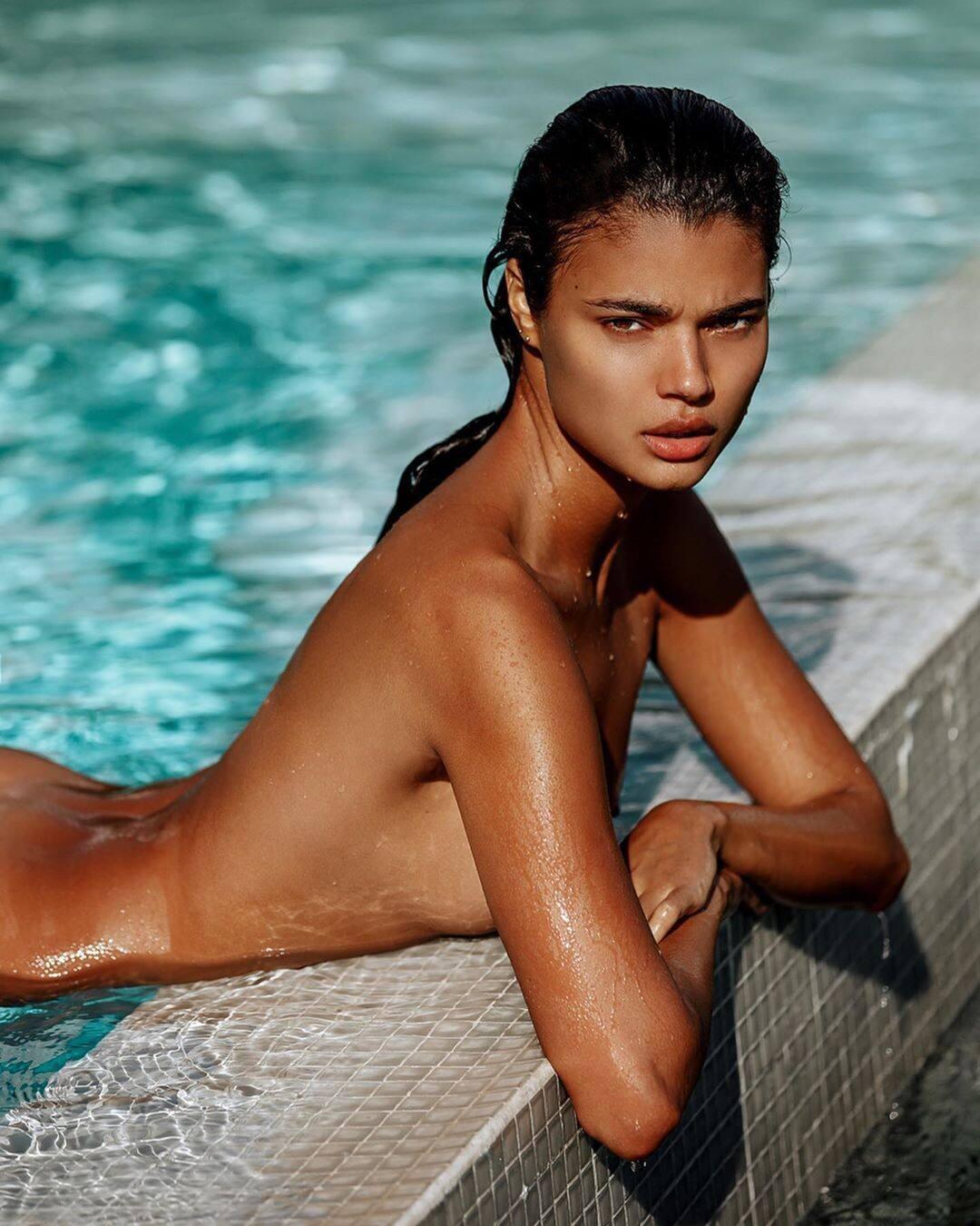 Daniela Braga – Hot Body In Sexy Instagram Pics 0001