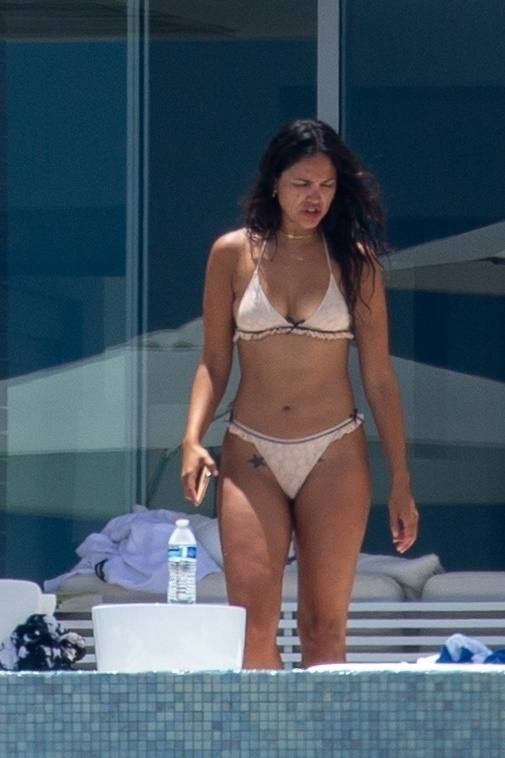 Eiza Gonzalez – Sexy In Bikini By Pool In Cabo San Lucas 0001