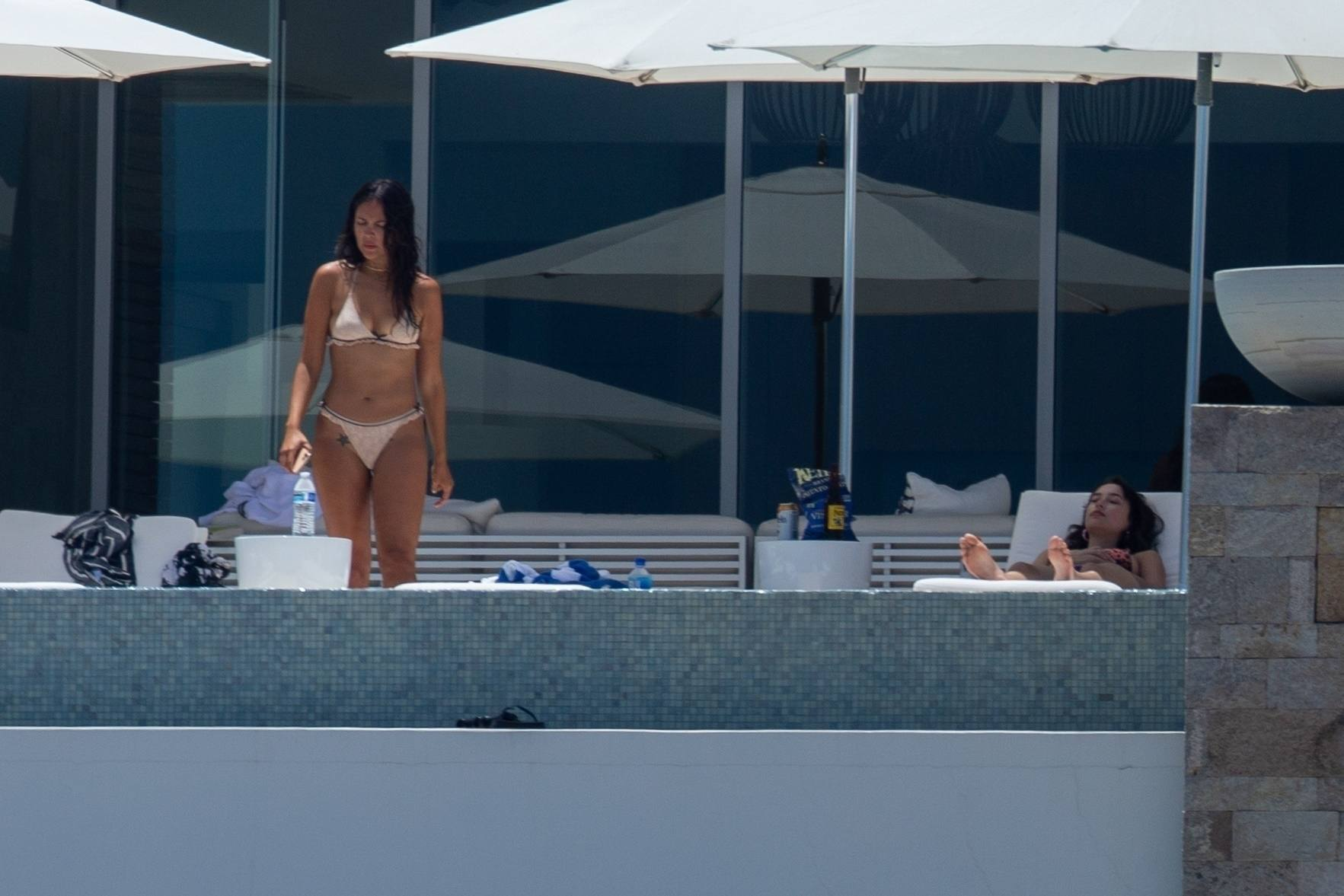 Eiza Gonzalez – Sexy In Bikini By Pool In Cabo San Lucas 0003