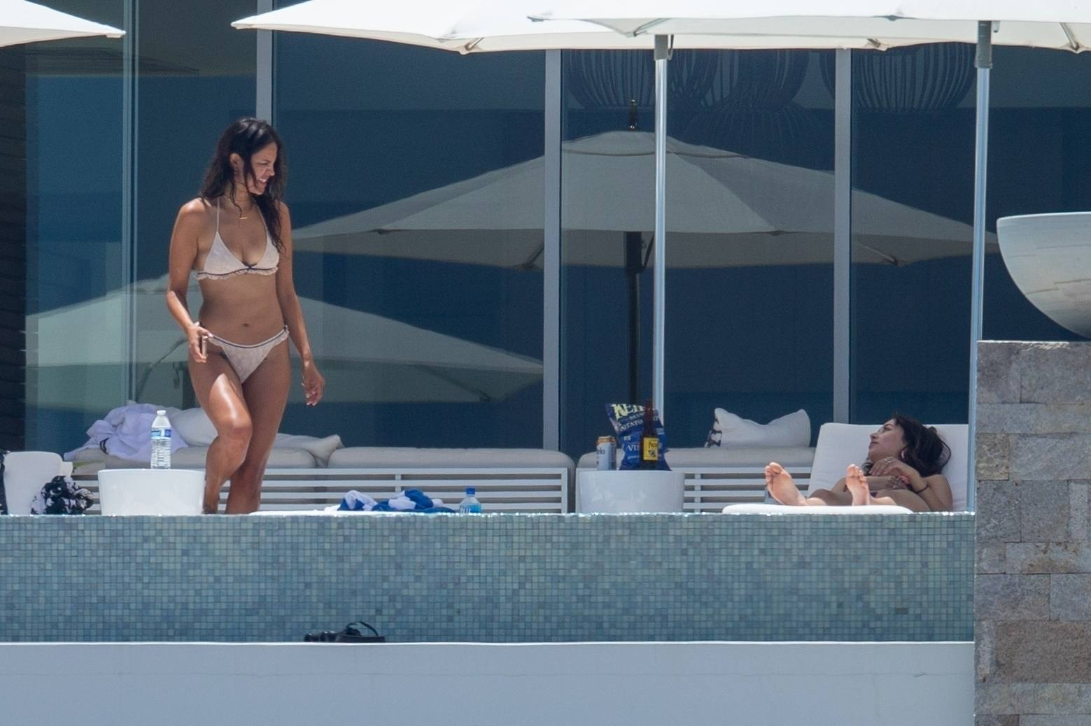 Eiza Gonzalez – Sexy In Bikini By Pool In Cabo San Lucas 0005