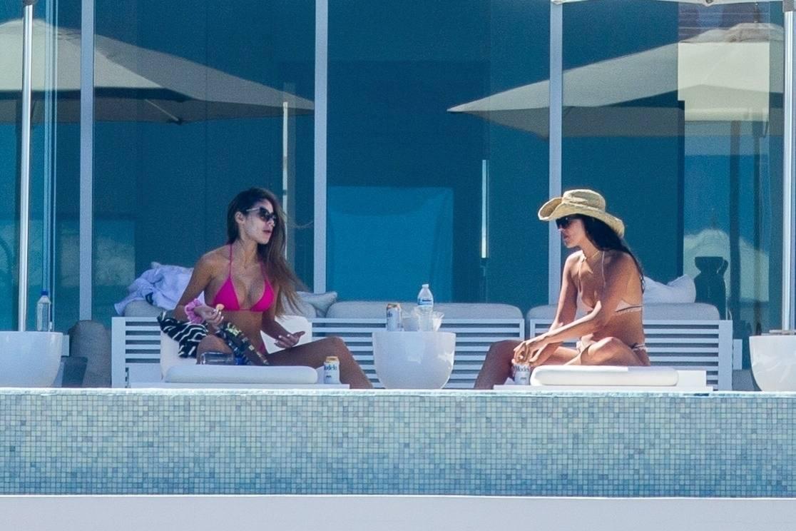 Eiza Gonzalez – Sexy In Bikini By Pool In Cabo San Lucas 0008