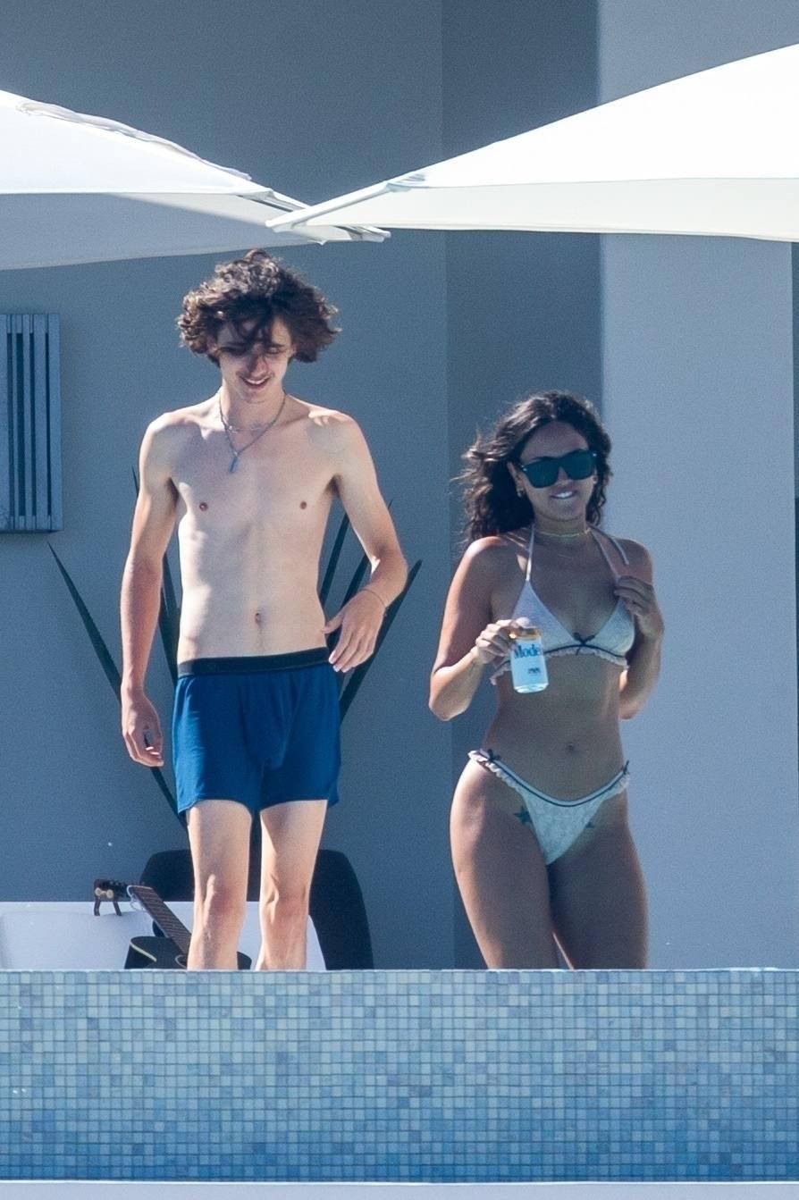 Eiza Gonzalez – Sexy In Bikini By Pool In Cabo San Lucas 0012