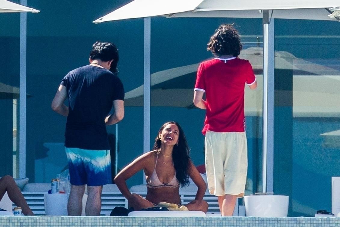 Eiza Gonzalez – Sexy In Bikini By Pool In Cabo San Lucas 0014