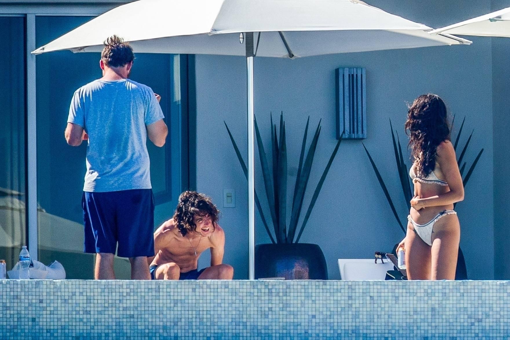 Eiza Gonzalez – Sexy In Bikini By Pool In Cabo San Lucas 0015