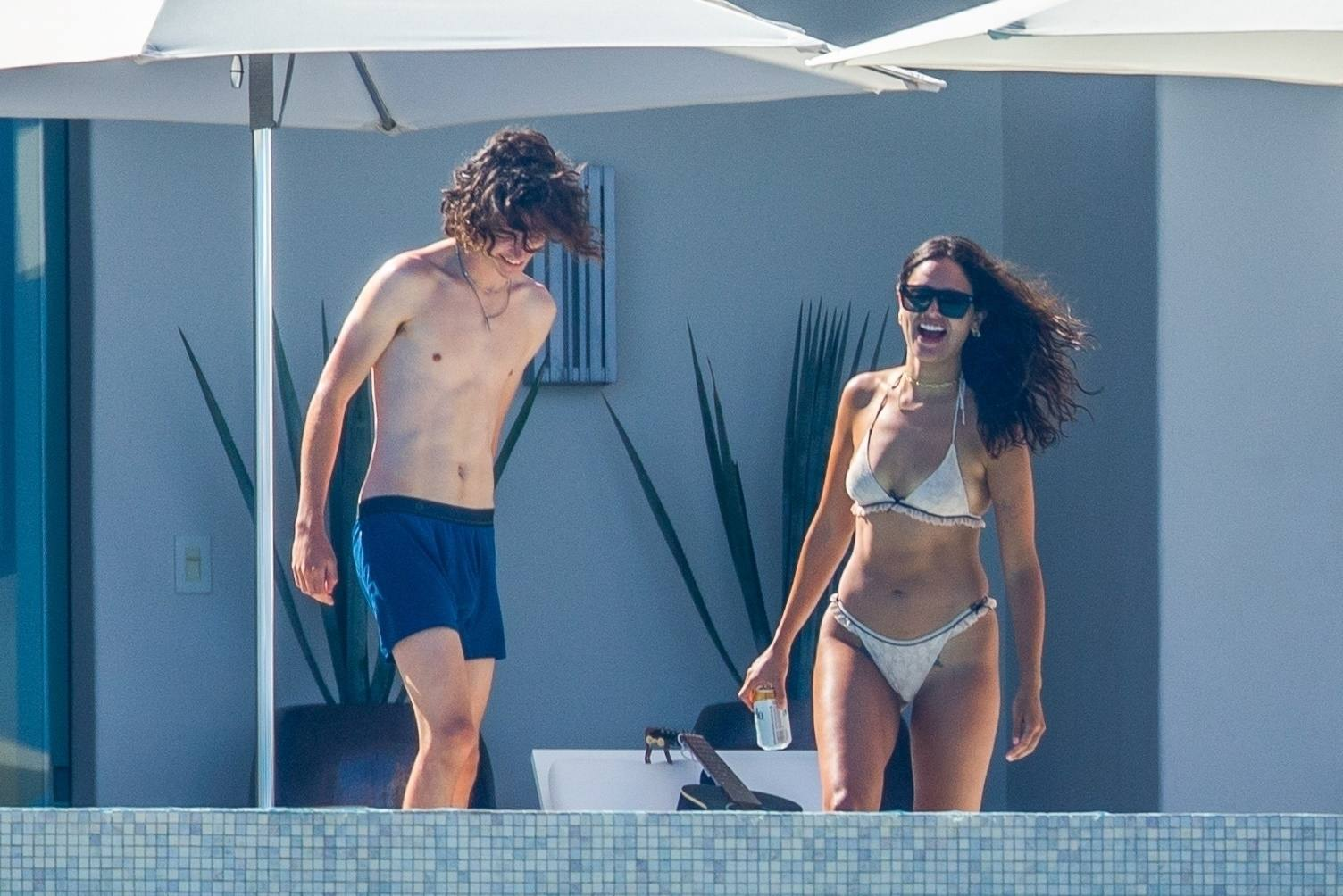 Eiza Gonzalez – Sexy In Bikini By Pool In Cabo San Lucas 0016