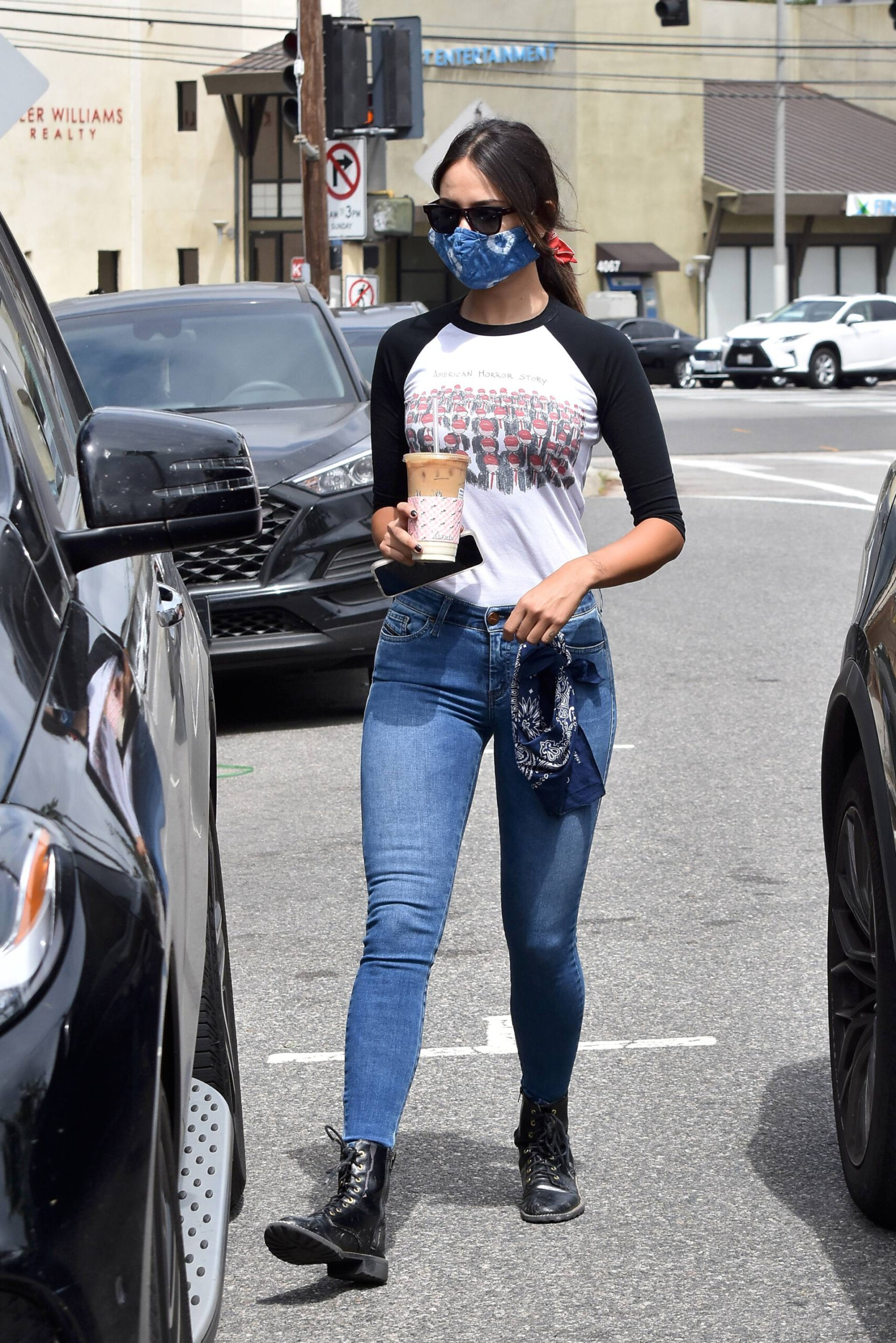 Eiza Gonzalez – Sexy In Tight Jeans Out In Los Angeles 0003