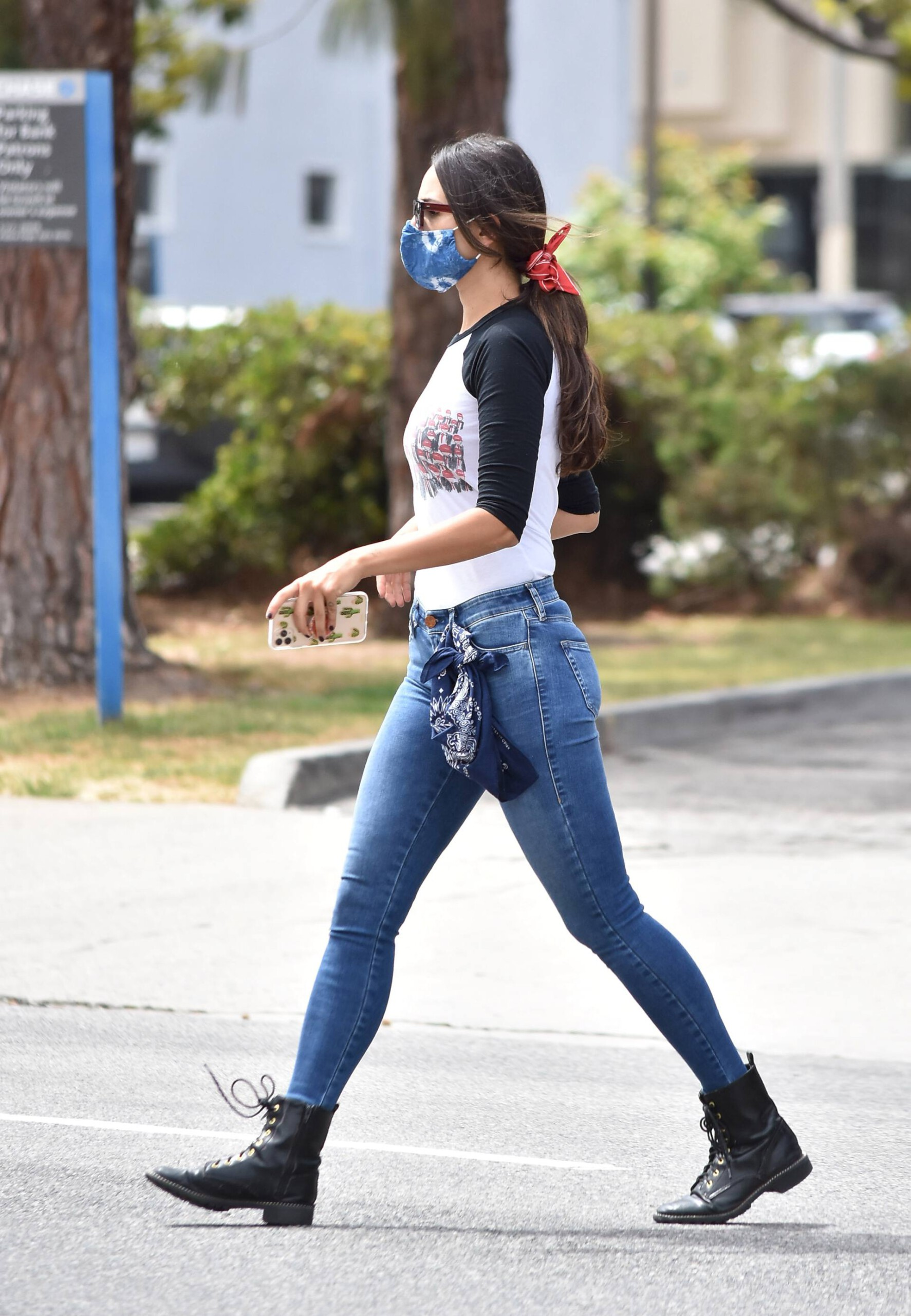 Eiza Gonzalez – Sexy In Tight Jeans Out In Los Angeles 0004