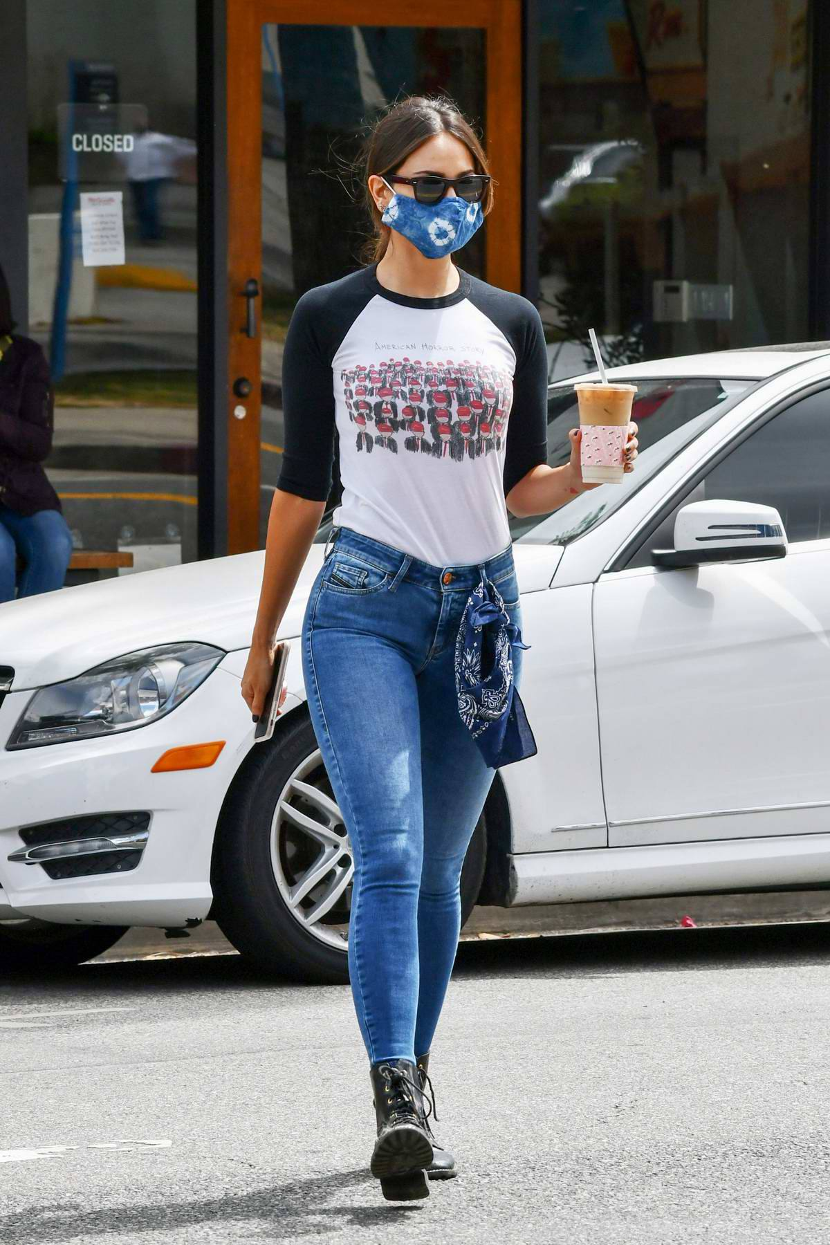 Eiza Gonzalez – Sexy In Tight Jeans Out In Los Angeles 0013