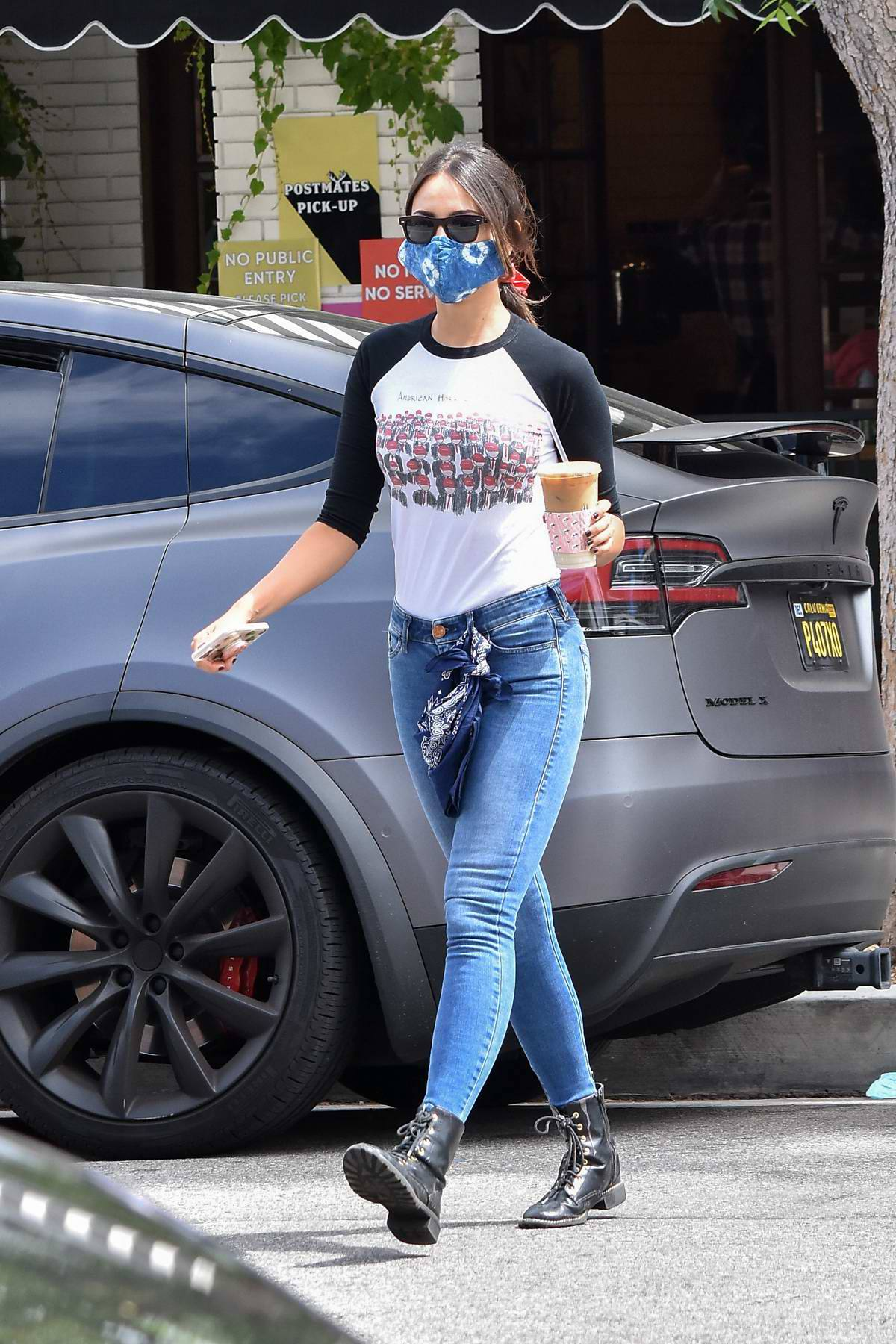 Eiza Gonzalez – Sexy In Tight Jeans Out In Los Angeles 0014