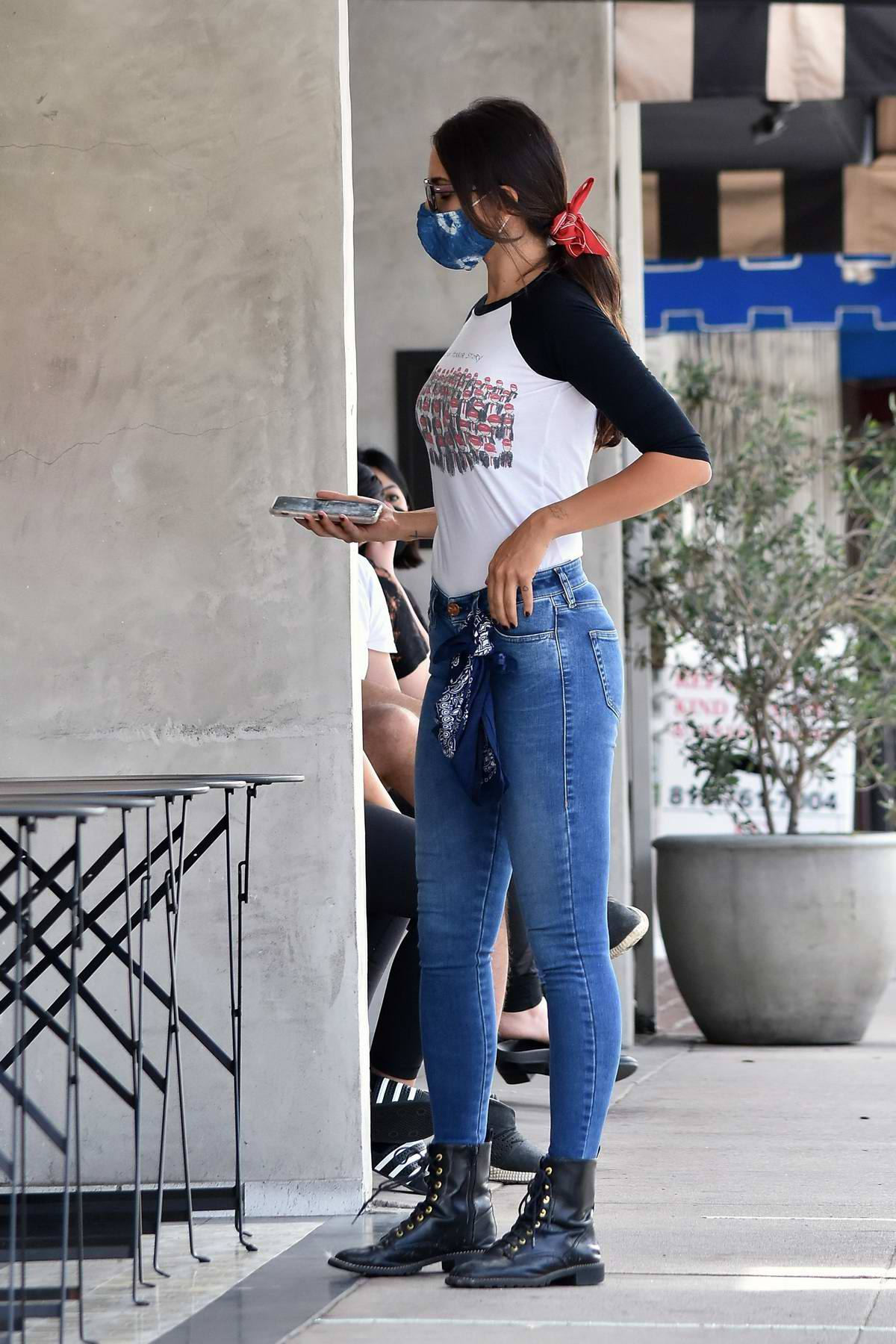 Eiza Gonzalez – Sexy In Tight Jeans Out In Los Angeles 0015