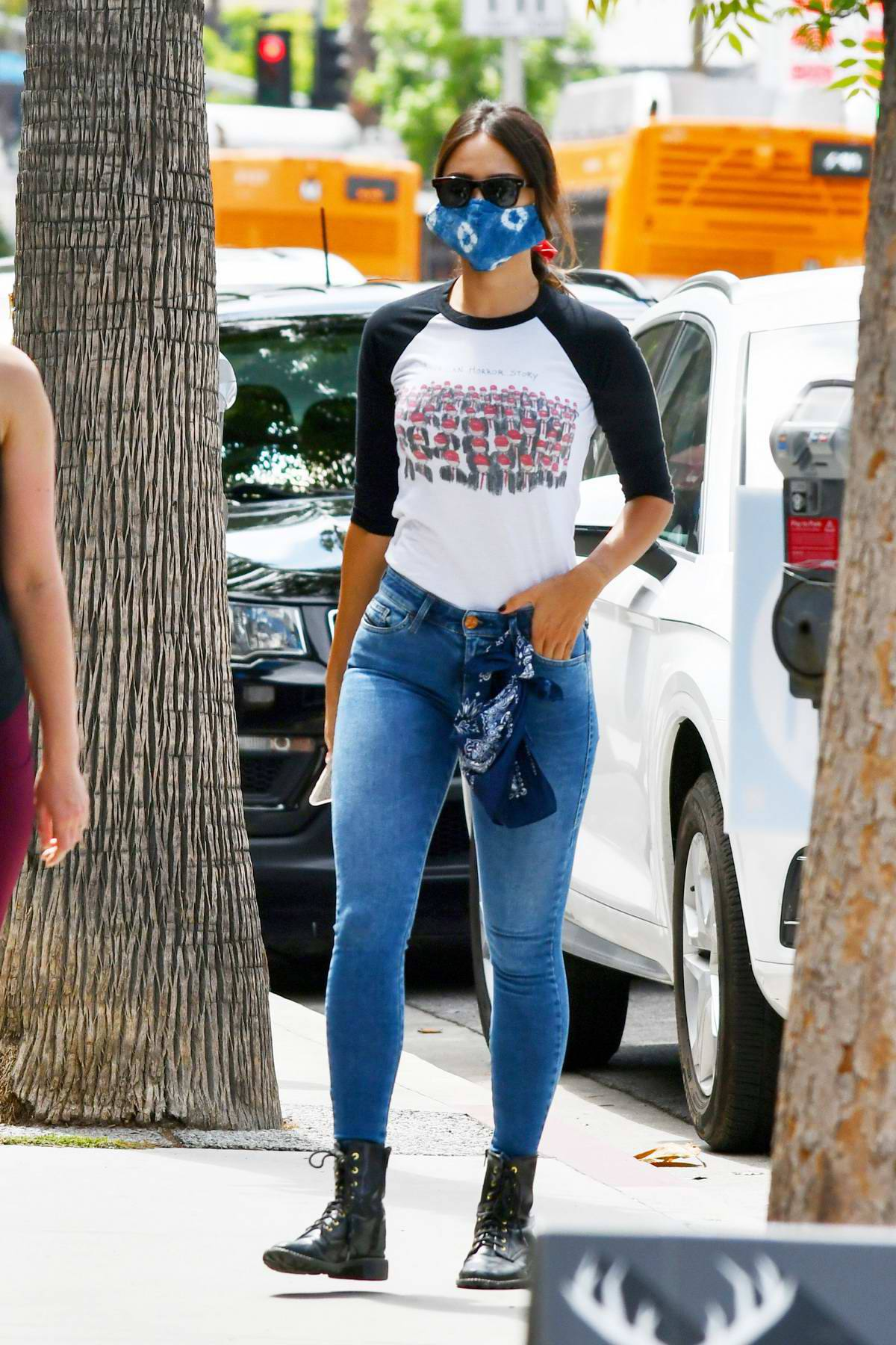Eiza Gonzalez – Sexy In Tight Jeans Out In Los Angeles 0017