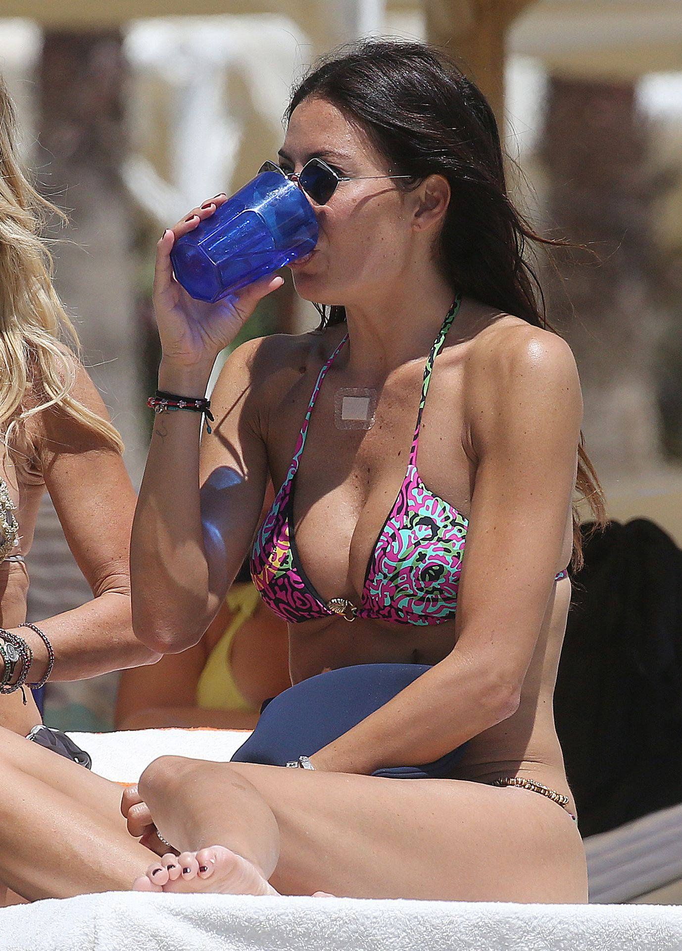 Elisabetta Gregoraci – Sexy Boobs And Ass In A Bikini At The Beach In Miami Beach 0006