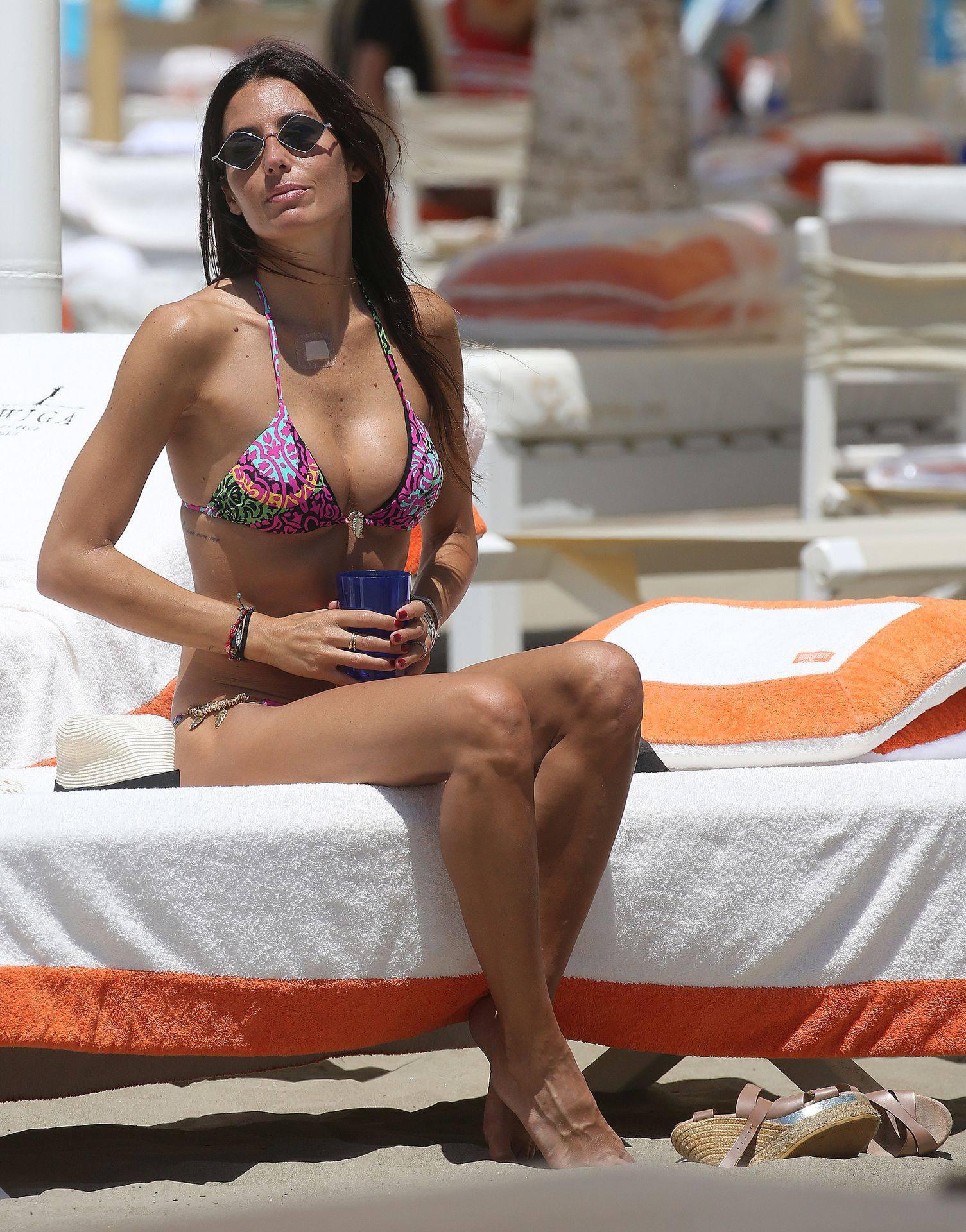 Elisabetta Gregoraci – Sexy Boobs And Ass In A Bikini At The Beach In Miami Beach 0010
