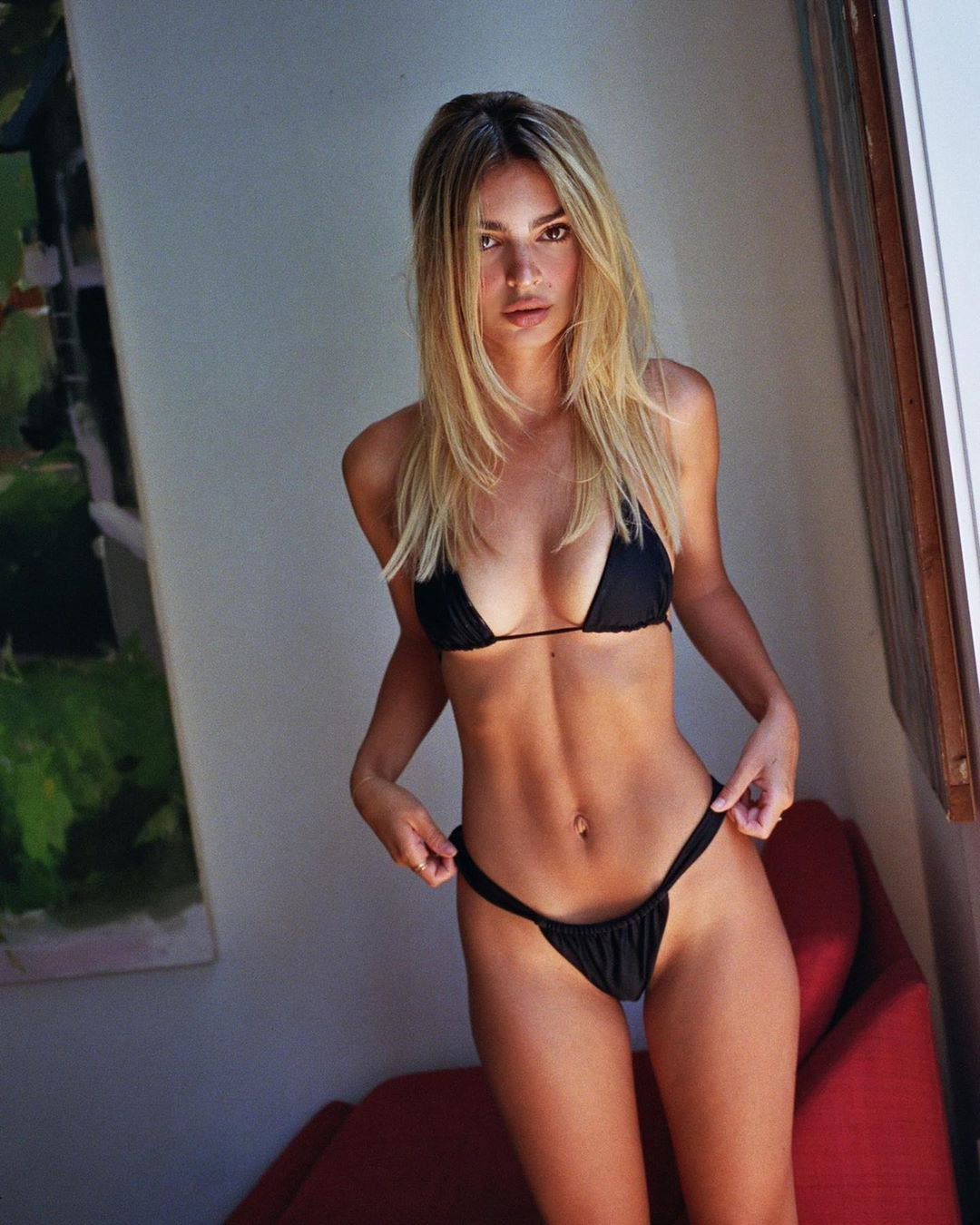 Emily Ratajkowski – Sexy Boobs In Small Black Bikini 0002