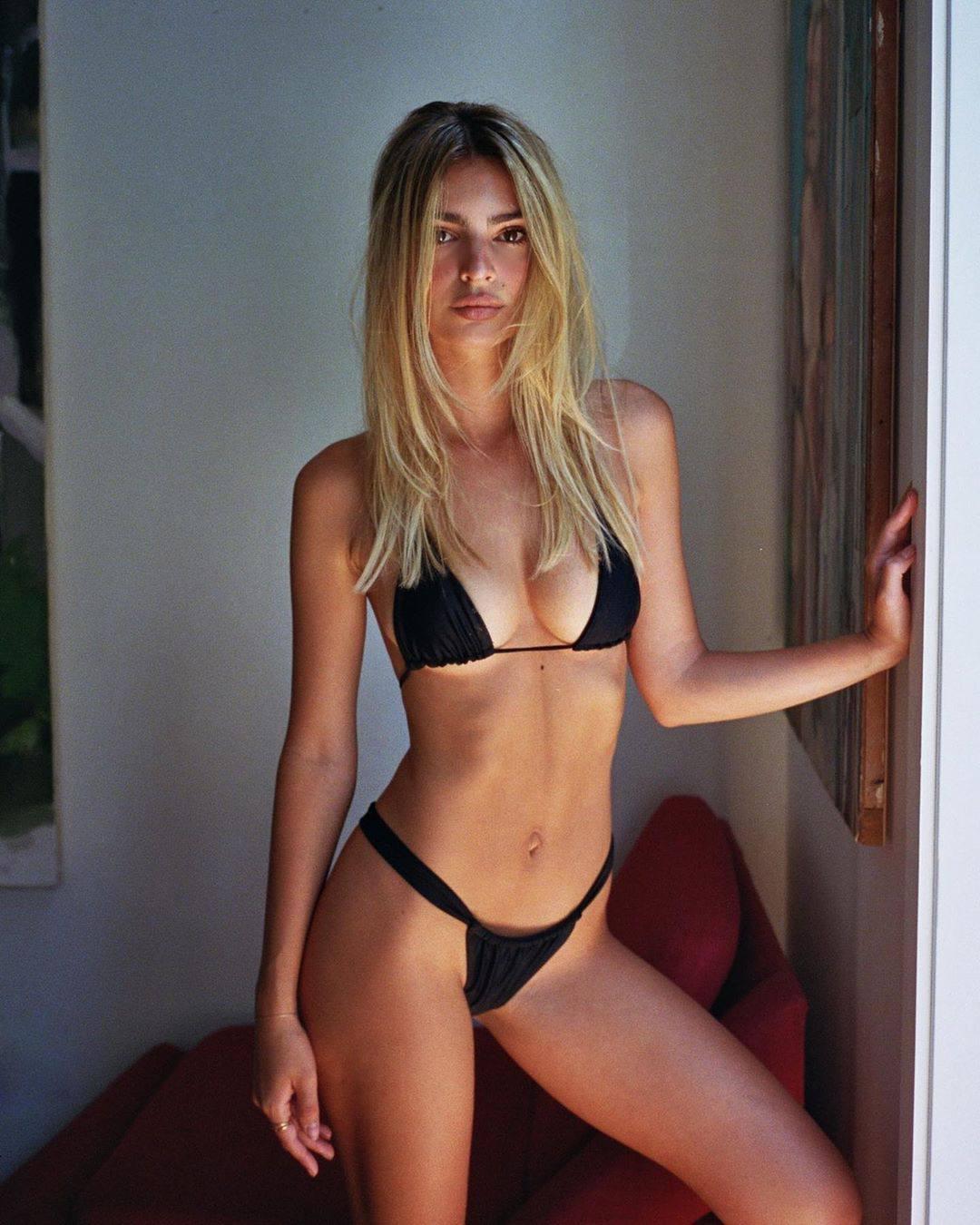 Emily Ratajkowski – Sexy Boobs In Small Black Bikini 0003
