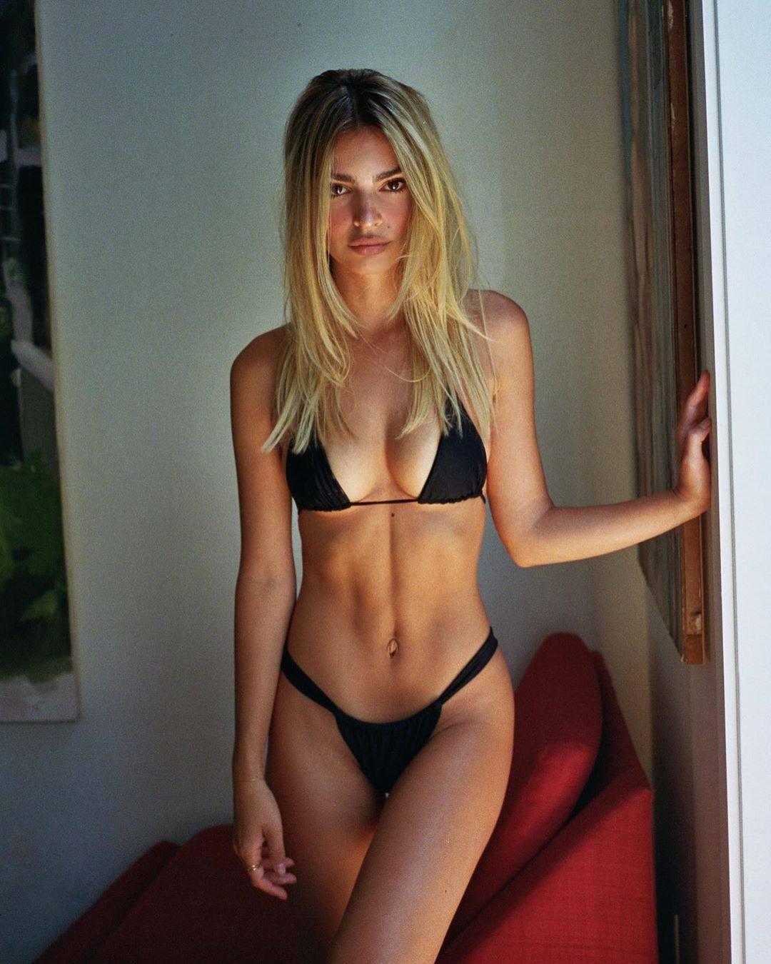 Emily Ratajkowski – Sexy Boobs In Small Black Bikini 0004