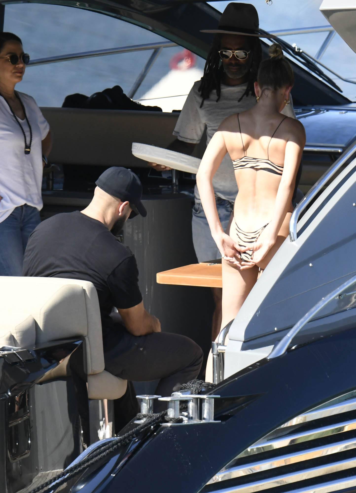 Hailey Baldwin Perfect Ass In Thong Bikini On A Yacht In Sardinia 0020