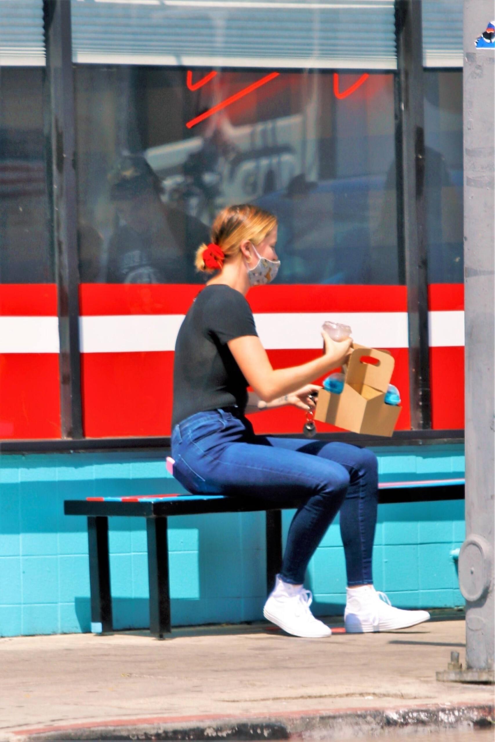 Ireland Baldwin – Big Braless Boobs At Monty's Good Burger In Los Angeles 0004