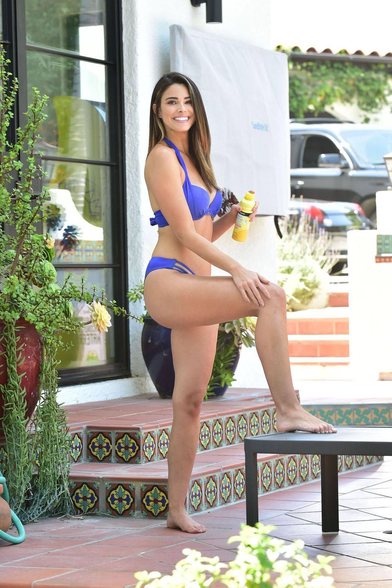 Jennifer Lahmers – Sexy Body In Blue Bikini In Beverly Hills 0016
