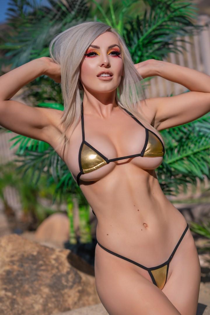 Jessica Nigri Gold Micro Bikini 0008