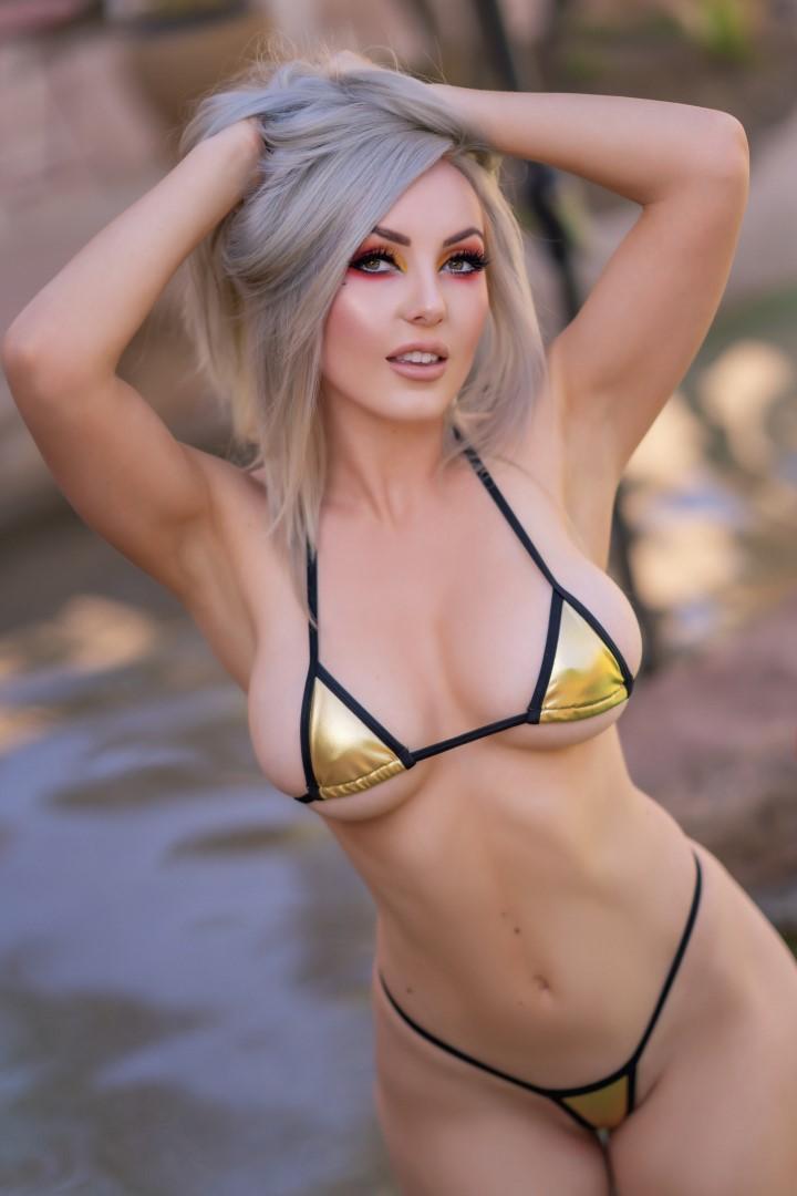 Jessica Nigri Gold Micro Bikini 0015