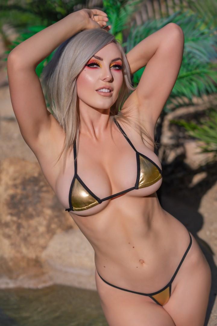 Jessica Nigri Gold Micro Bikini 0016
