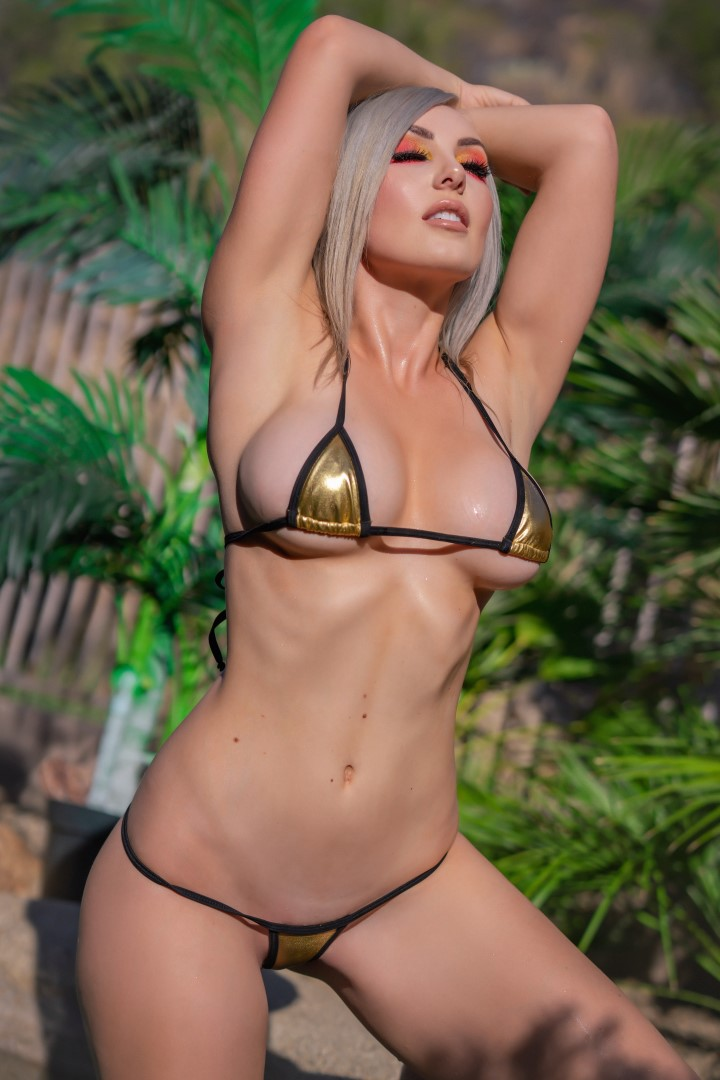 Jessica Nigri Gold Micro Bikini 0018
