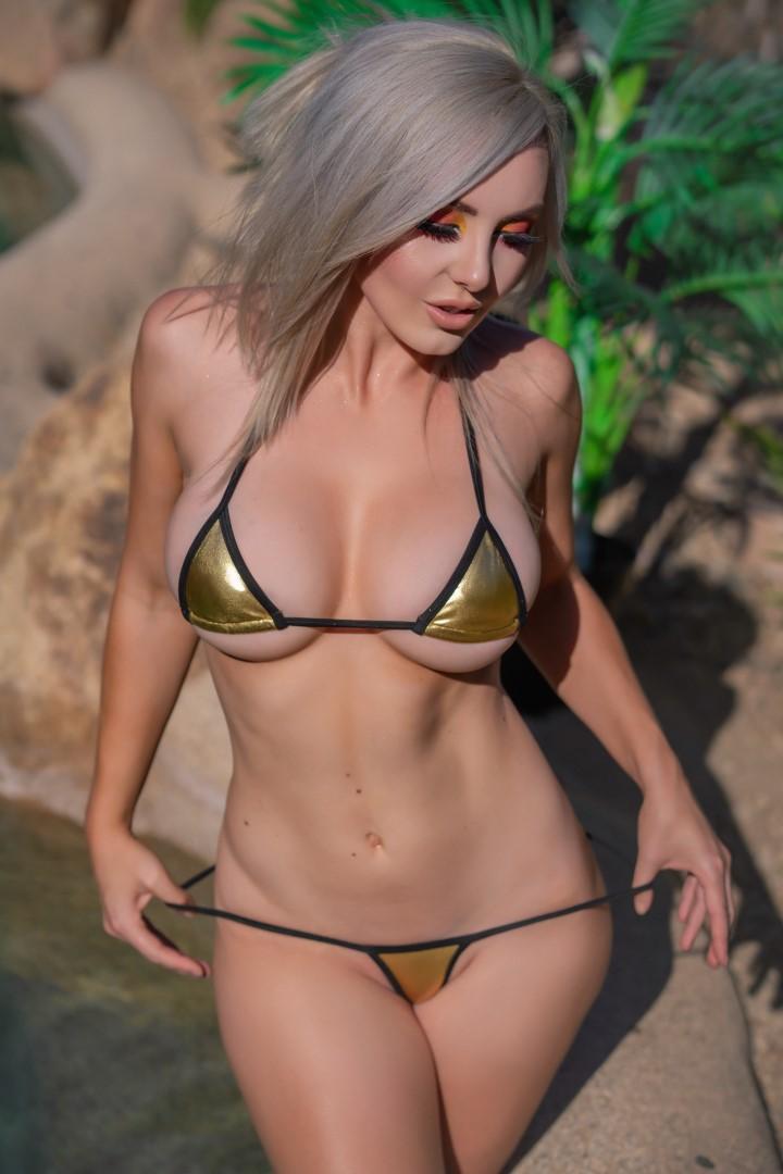 Jessica Nigri Gold Micro Bikini 0027
