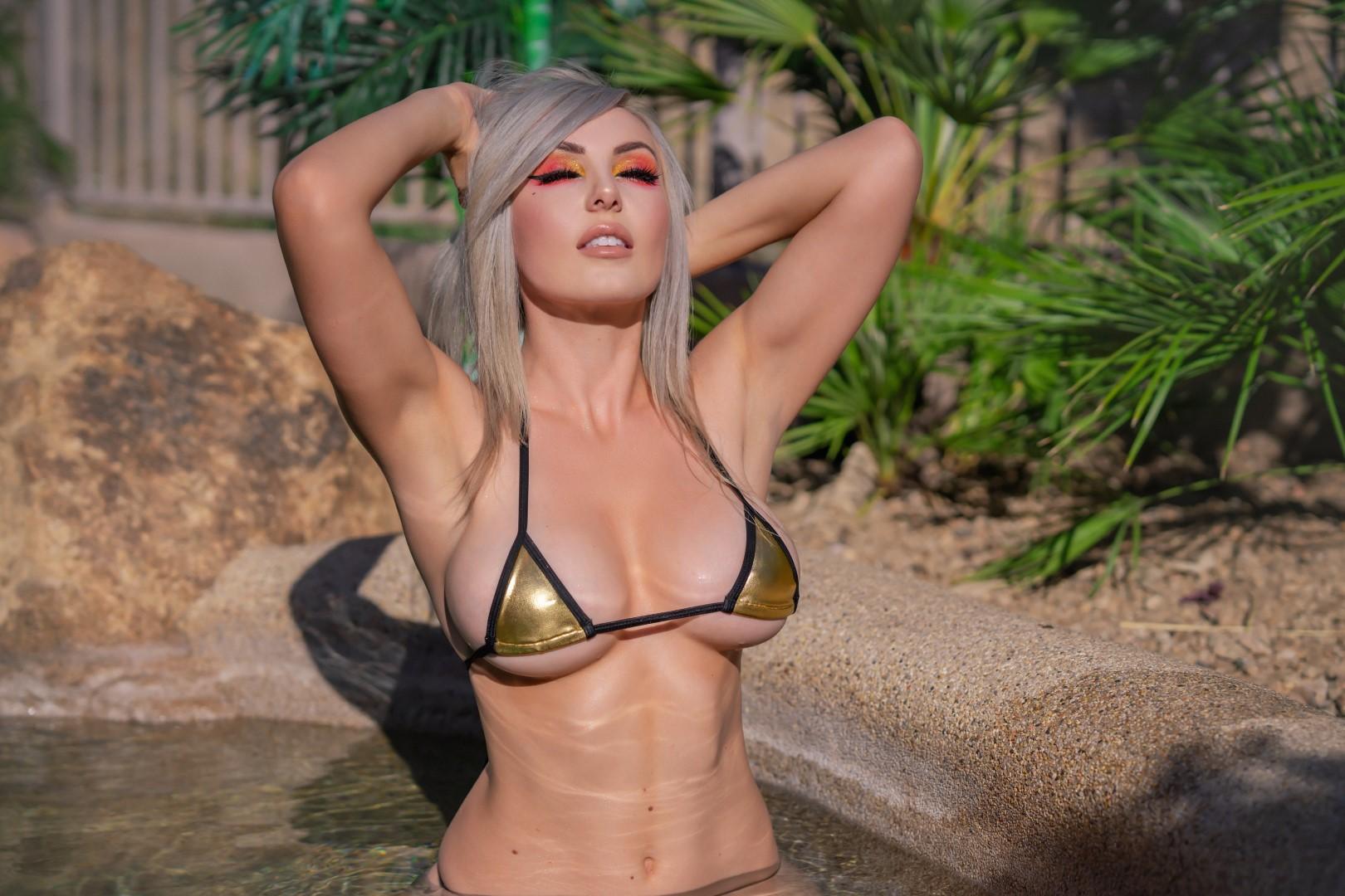 Jessica Nigri Gold Micro Bikini 0030