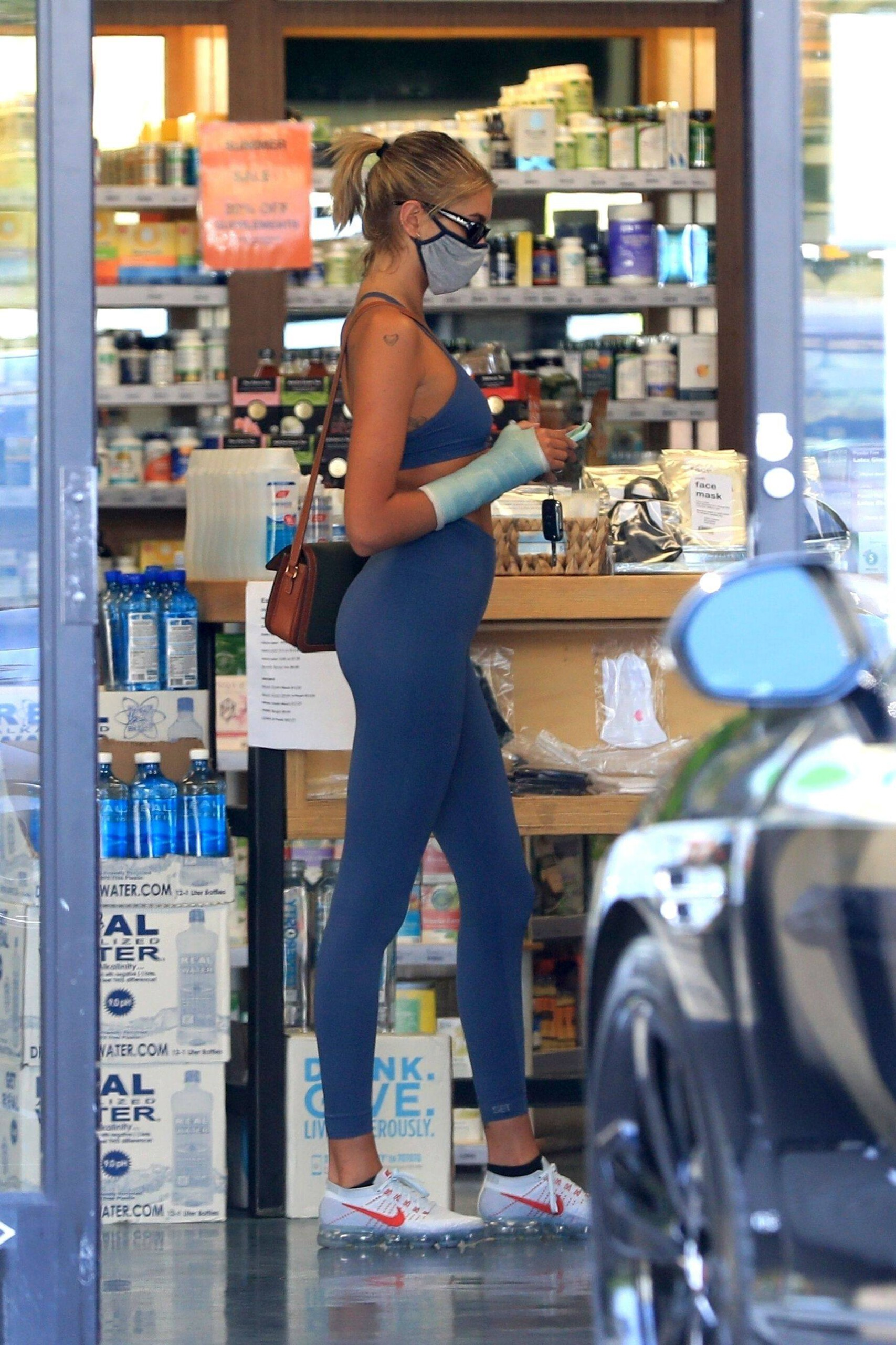 Kaia Gerber – Sexy Ass In Tight Blue Leggings Out In Los Angeles 0007