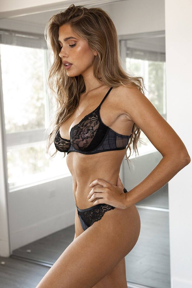Kara Del Toro – Spectacular Boobs And Ass For Lounge Underwear Photoshoot 0004