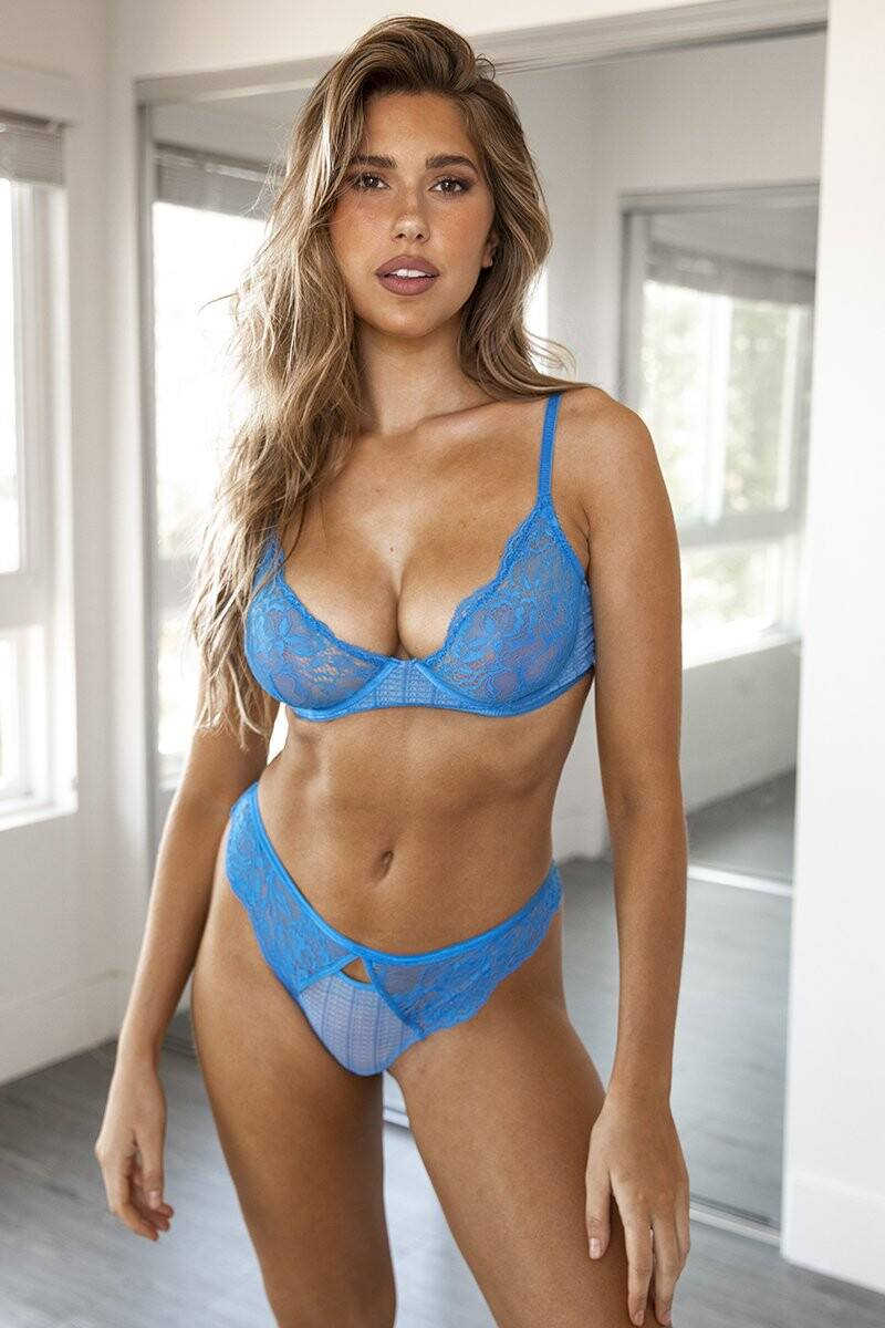Kara Del Toro – Spectacular Boobs And Ass For Lounge Underwear Photoshoot 0008