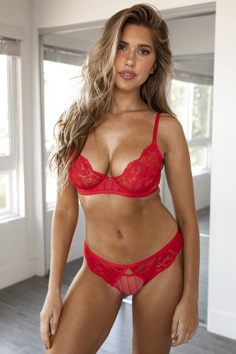 Kara Del Toro – Spectacular Boobs And Ass For Lounge Underwear Photoshoot 0018